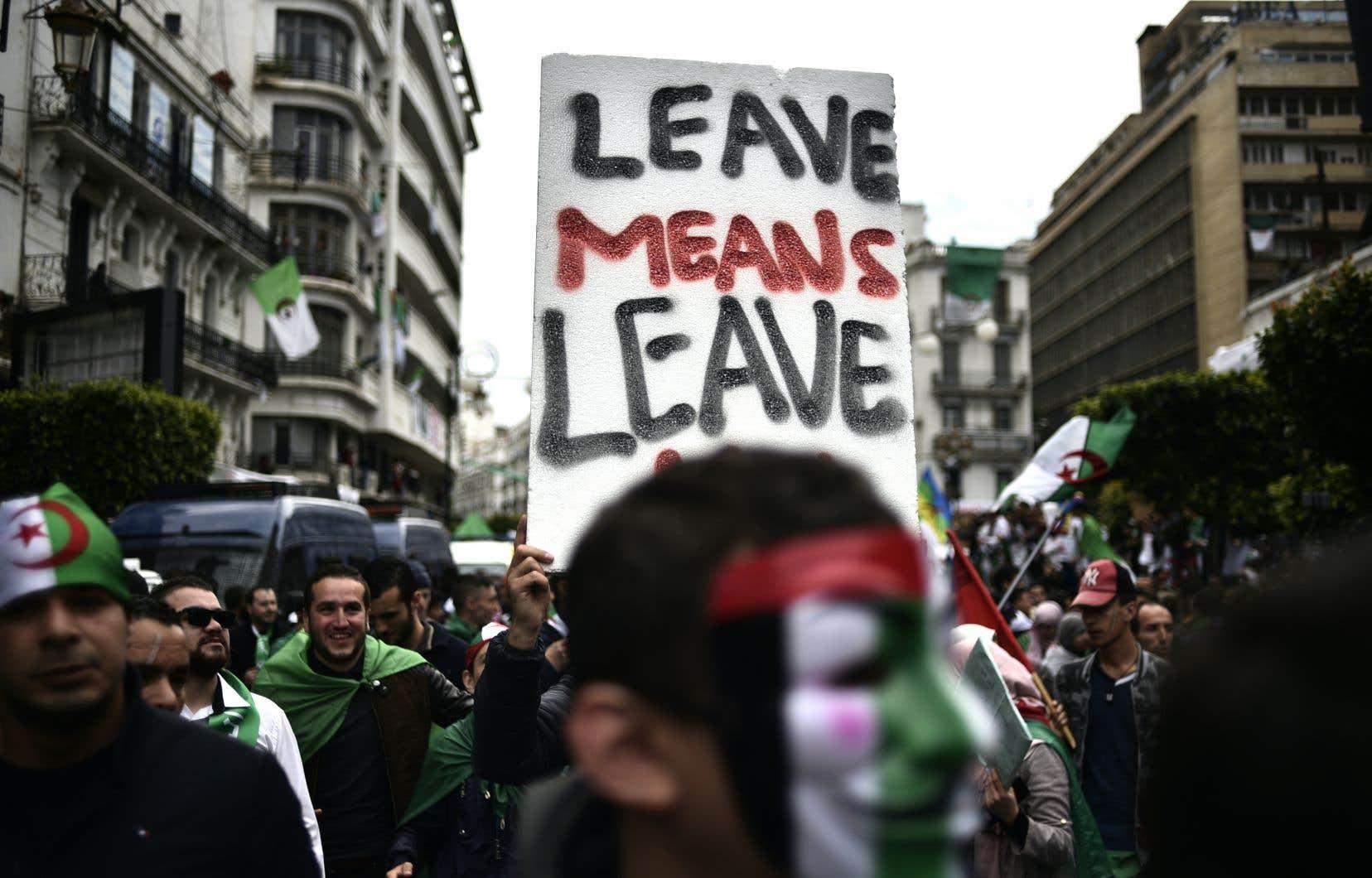 Les Algériens sont descendus dans la rue pour le septième vendredi de suite, principalement sur la place de la Grande Poste, à Alger.