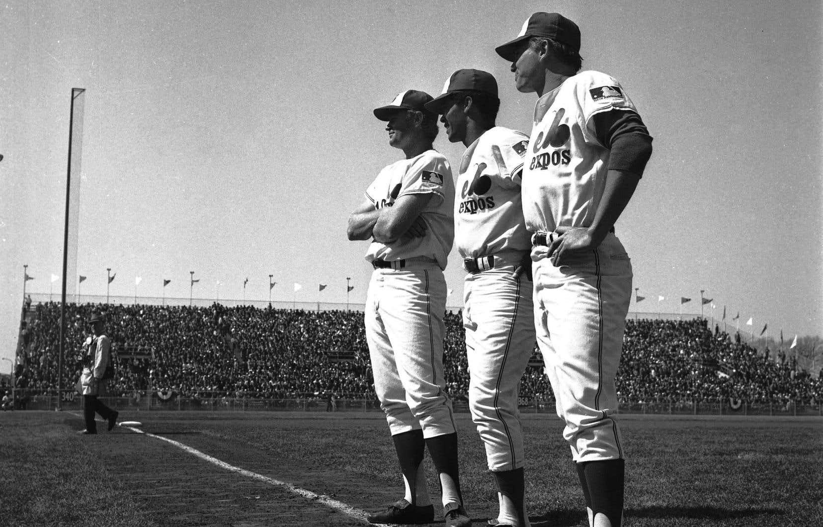 Le 14avril 1969, lors de la première partie des Expos à Montréal, au stade Jarry. Sur la photo, on reconnaît Rusty Staub (10), Maury Wills (30) et Mike Wegener (24).