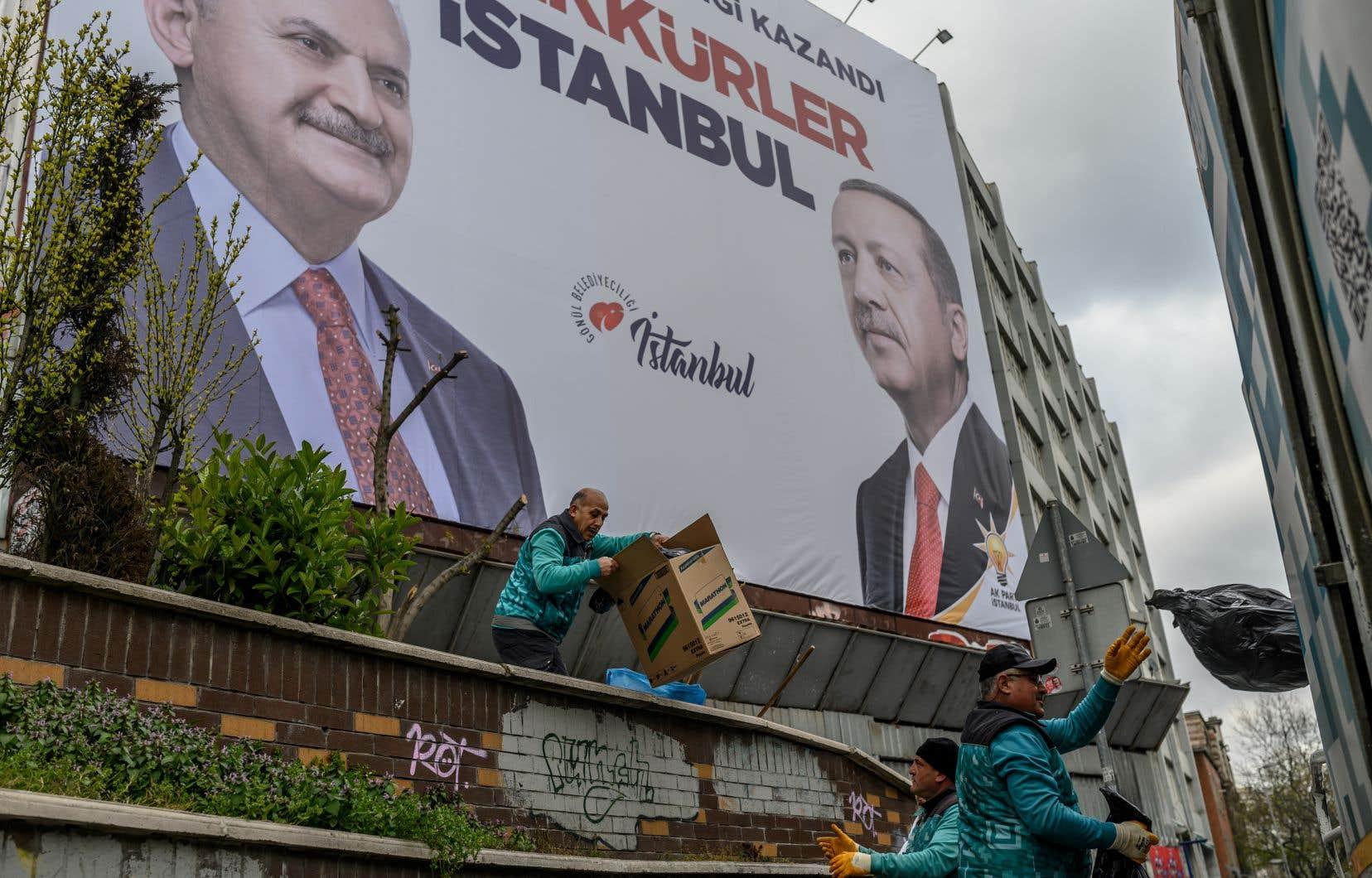 Selon les résultats provisoires, le président Erdogan a essuyé un revers inédit lors de ce scrutin municipal qui s'est tenu dimanche dernier: l'opposition l'a emporté à Ankara et Istanbul.