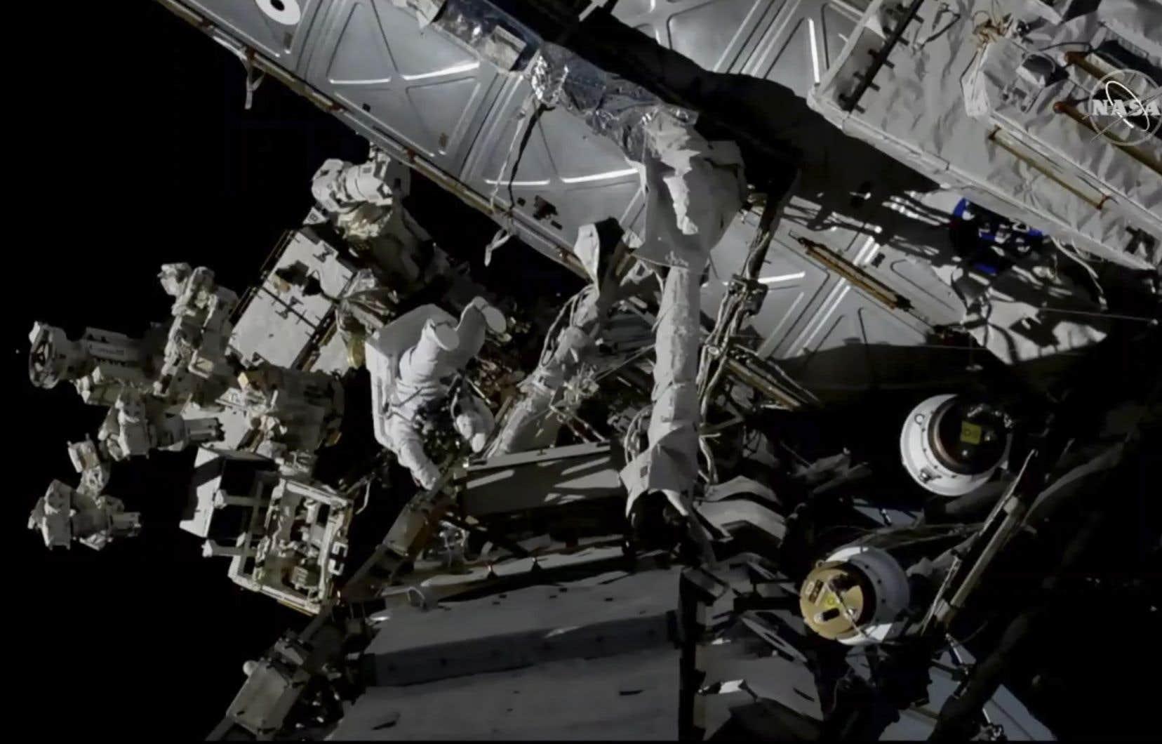 Les astronautes David Saint-Jacques et Anne McClain vont effectuer certains travaux sur l'extérieur de la Station spatiale internationale.