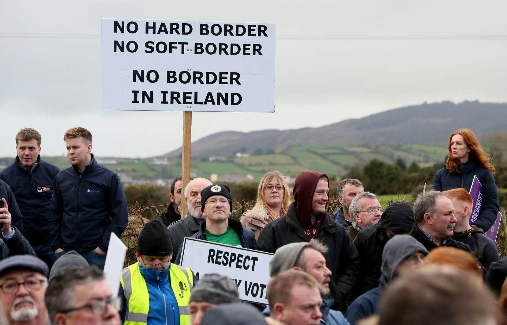 Concernant la frontière irlandaise, qui deviendra, après le Brexit, une frontière extérieure de l'UE, l'accord prévoit un mécanisme baptisé «filet de sécurité» («backstop» en anglais).
