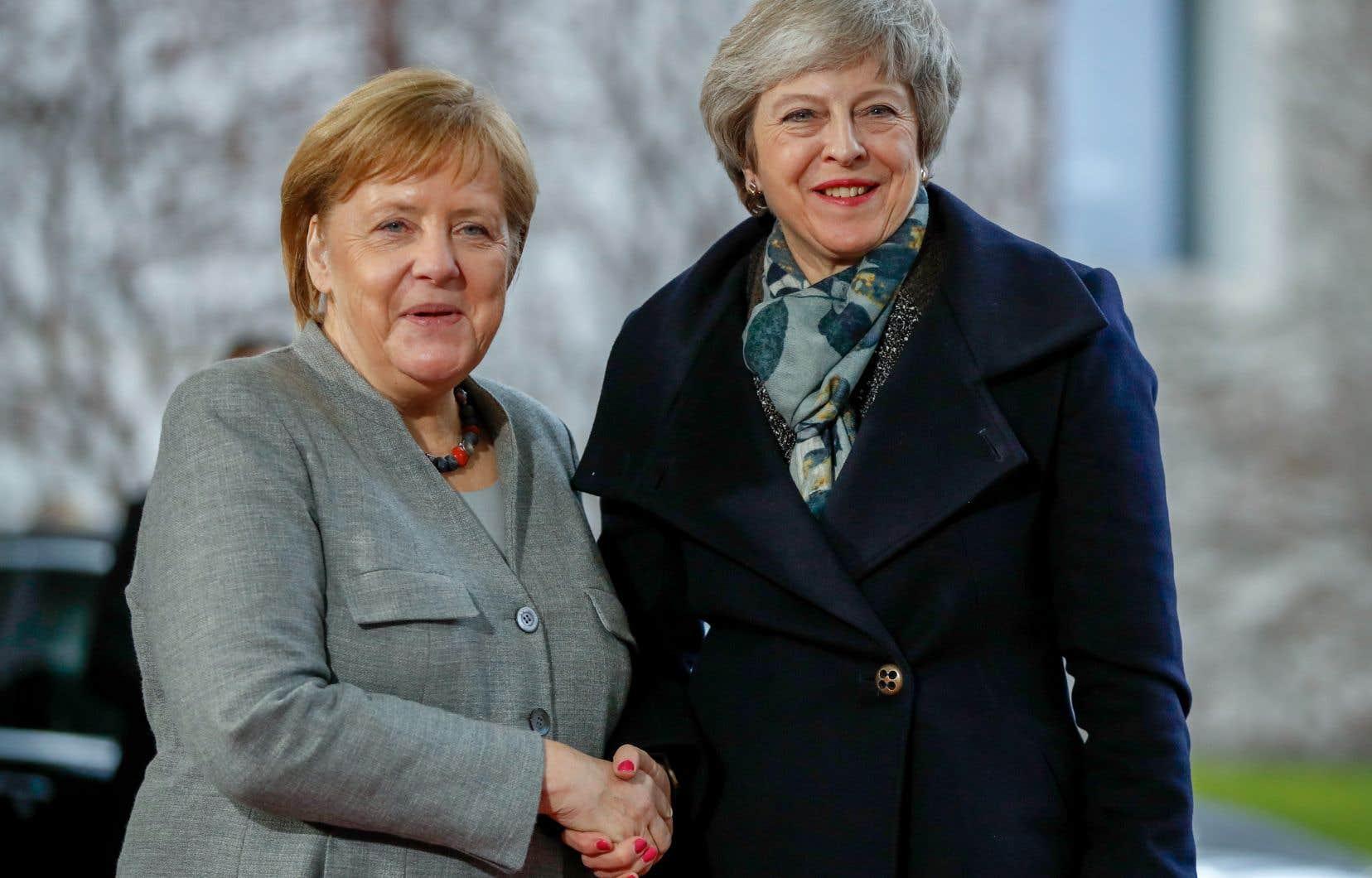 Mardi, Theresa May rencontrera la chancelière Angela Merkel à Berlin puis le président Emmanuel Macron à Paris.