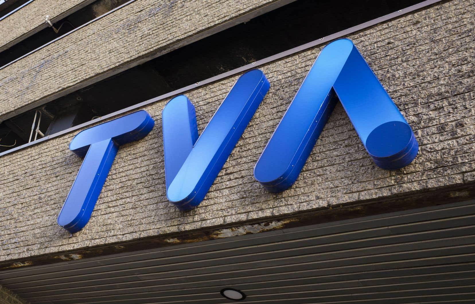 Puisque TVA Sports détient les droits exclusifs de diffuser les séries éliminatoires en français, son retrait obligerait l'ensemble des abonnés francophones de Bell à s'abonner au diffuseur Sportsnet.