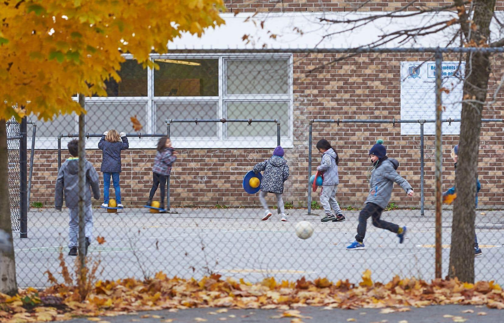 Actuellement, il n'existe aucune balise au Québec pour guider les écoles dans la gestion des récréations.