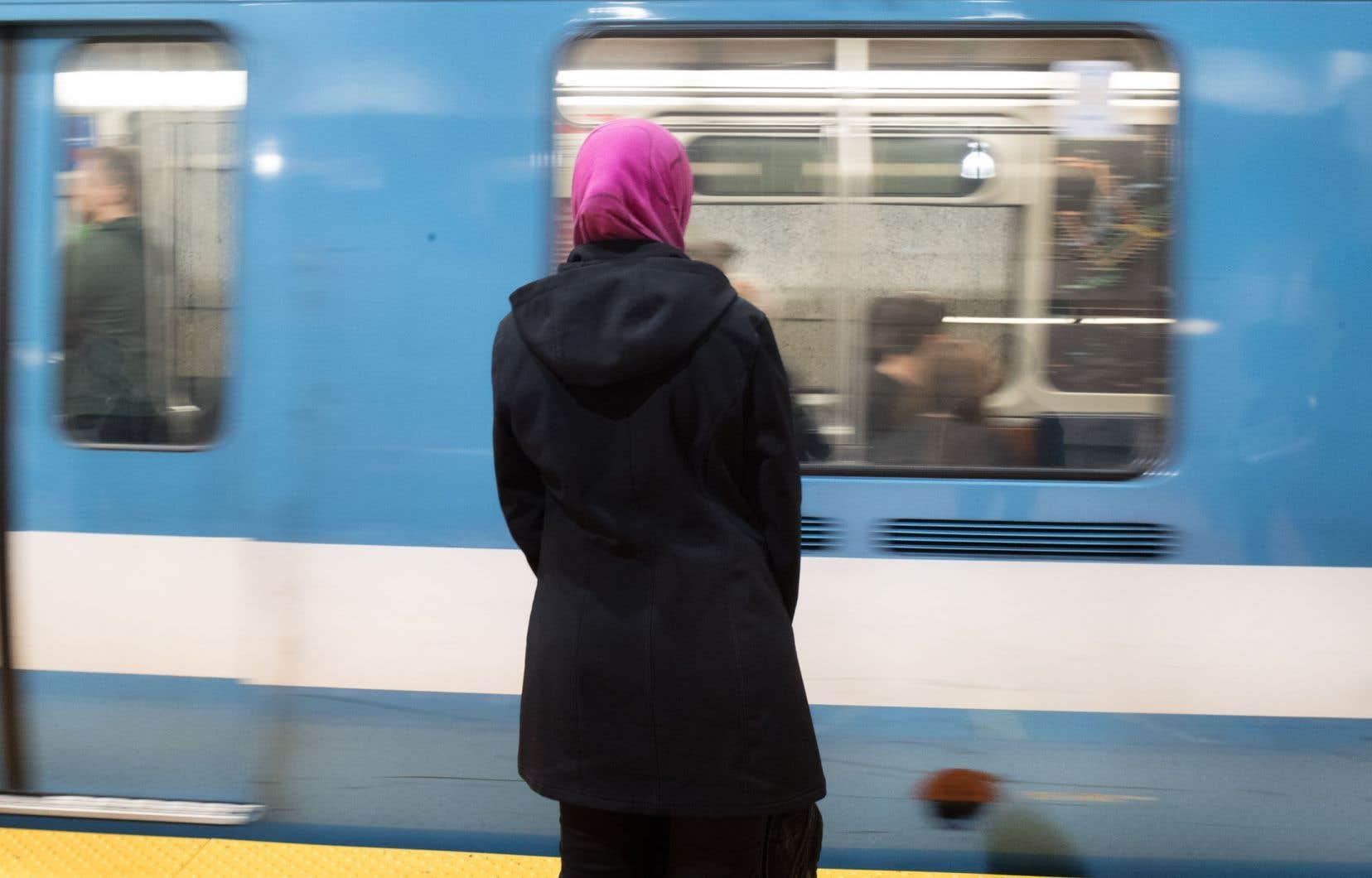 «Il faut cesser d'instrumentaliser les femmes voilées, en alimentant les peurs déraisonnables et les sentiments victimaires des minorités», rappelle l'auteure.