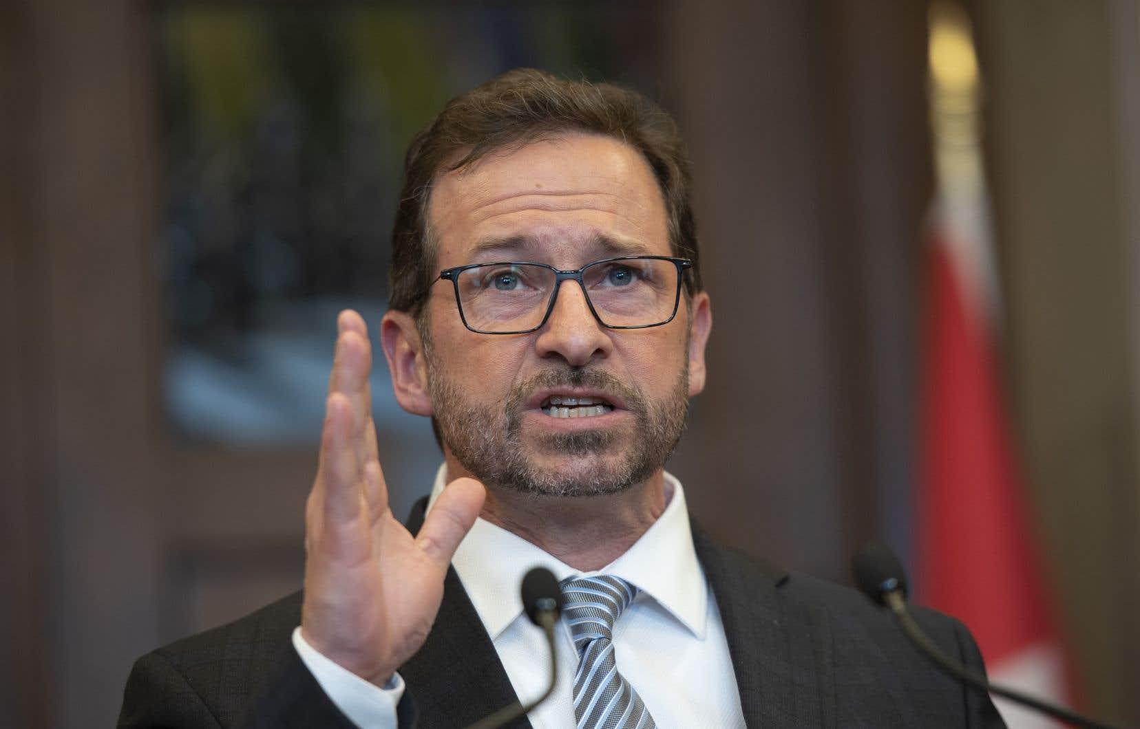 Le président du Bloc, Yves Perron, a confirmé au «Devoir» que Yves-François Blanchet récoltait un salaire annuel de 98000$.