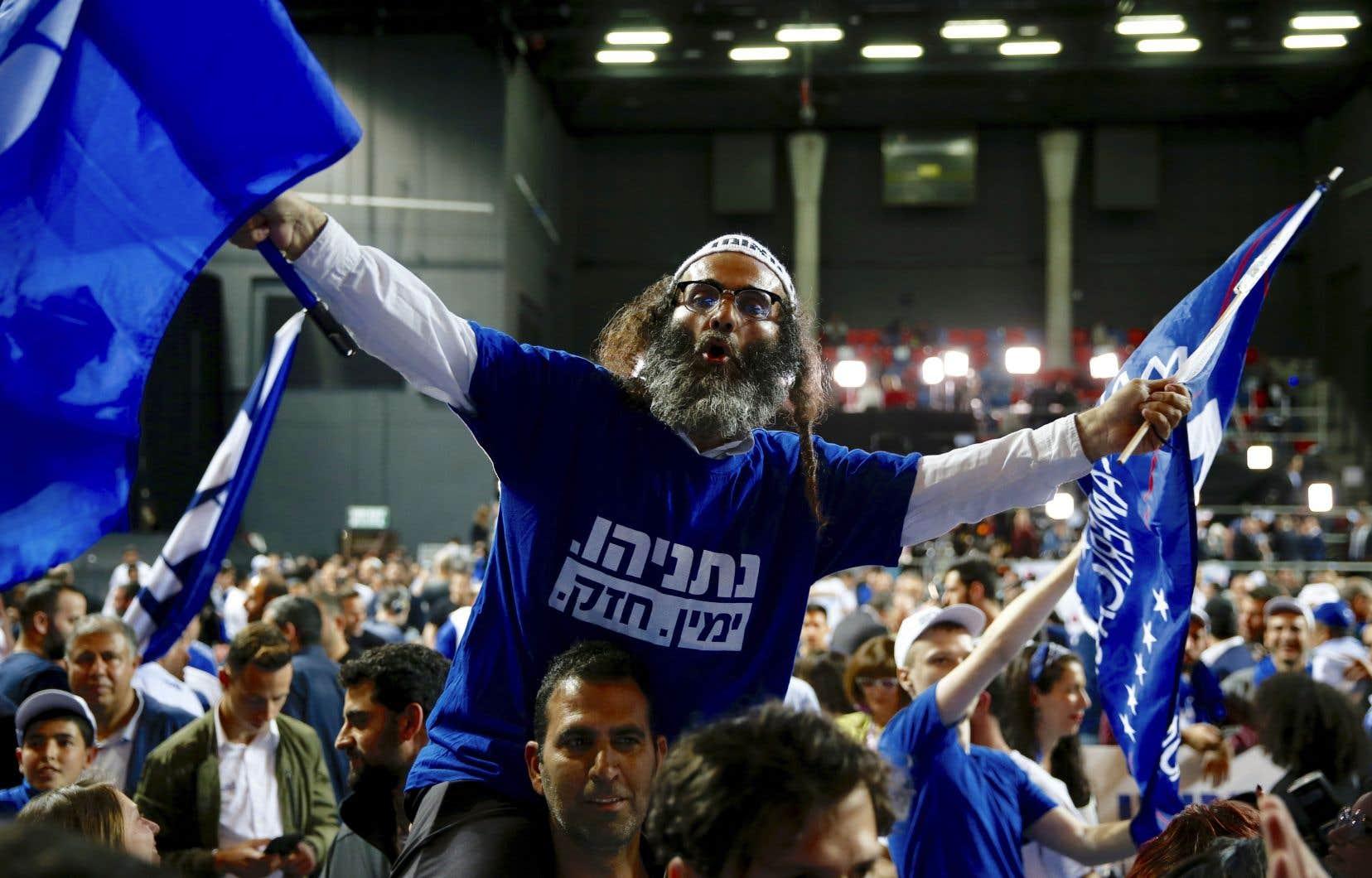 Des partisans du Likoud ont célébré mercredi la victoire de leur chef, Benjamin Nétanyahou, au siège social du parti à Tel-Aviv.