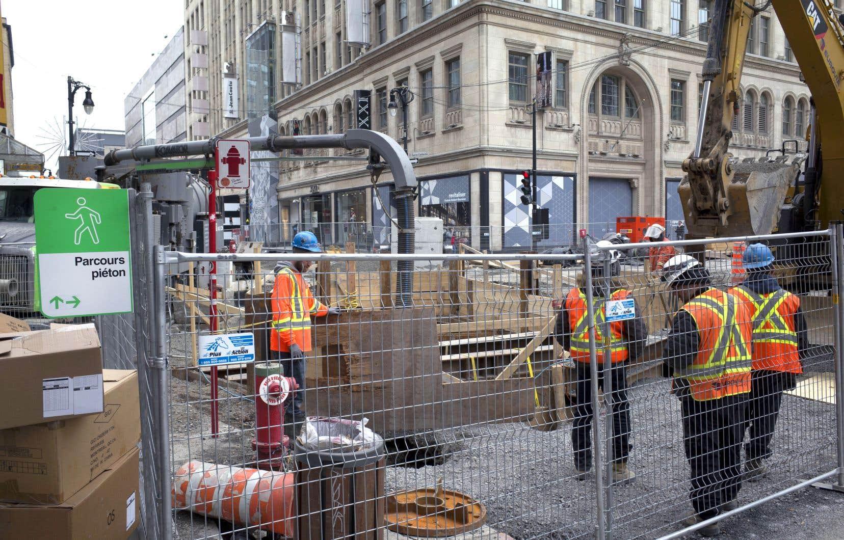Parmi les grands chantiers figurent ceux de la rue Sainte-Catherine Ouest, entre la rue de Bleury et le boulevard Robert-Bourassa.