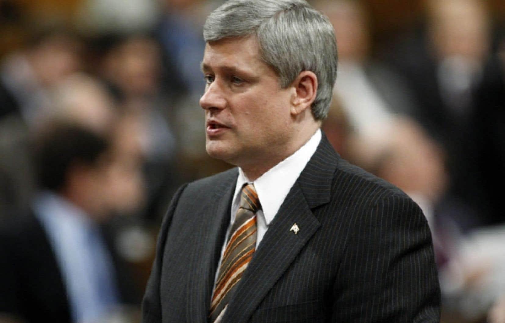 Le premier ministre n'est pas suffisamment présent dans le débat entourant le recensement, selon le chef du NPD, Jack Layton.<br />