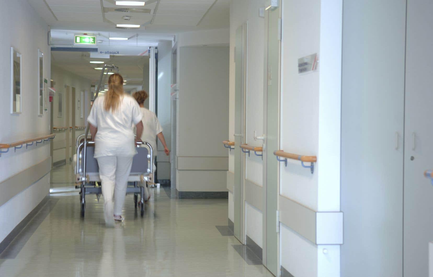 <p>«Les ratios infirmière-patients et la valorisation des postes à temps complet ont réduit inévitablement le bassin d'infirmières à temps partiel ou occasionnel», rappelle l'auteur.</p>