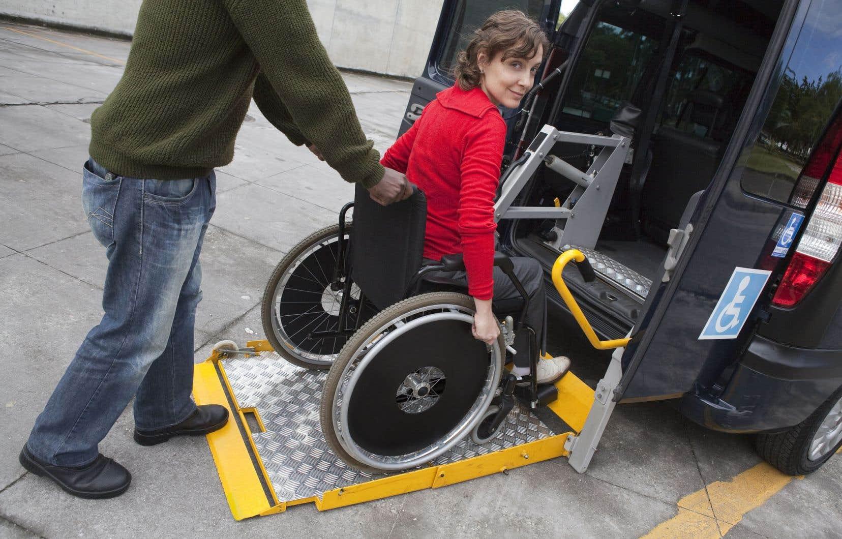 Près des trois quarts des 120000 personnes qui ont droit au transport adapté au Québec utilisent les taxis embauchés par les sociétés de transport municipales.