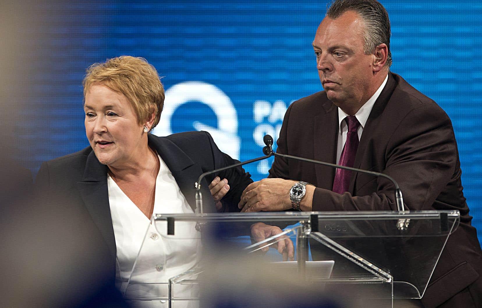 La SQet le SPVMsont poursuivis par quatre employés du Métropolis pour les conséquences de la «sécurité défaillante» le soir de l'attentat contre la chef du PQ, Pauline Marois.