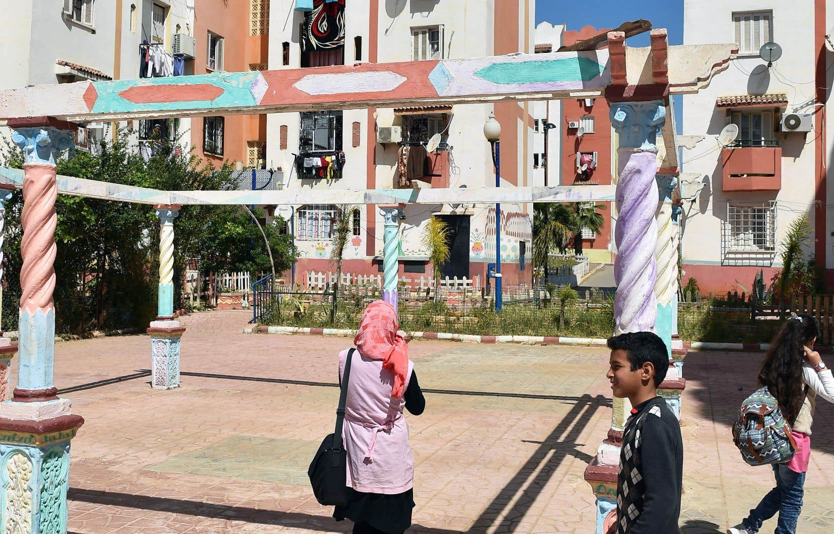 «J'ai grandi dans une Algérie où l'on encourageait l'esprit critique. Mes parents faisaient la prière, mais se montraient aussi critiques face à l'intégrisme: les gens savaient faire la différence», explique la réalisatrice.