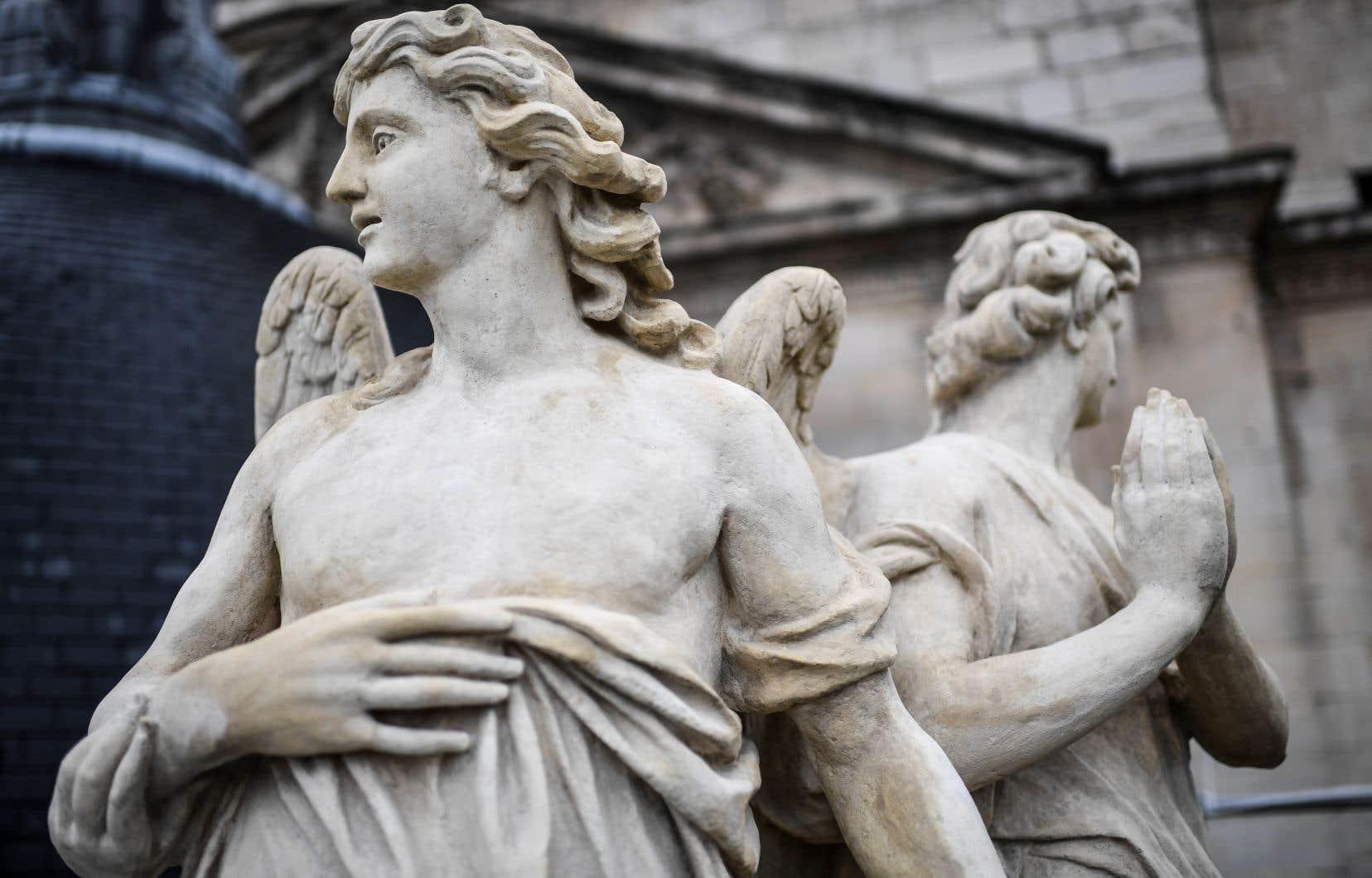 Pillée et saccagée pendant la Révolution française puis lors d'émeutes en 1831, ce joyau du gothique a perdu une partie de ses chefs-d'oeuvre.