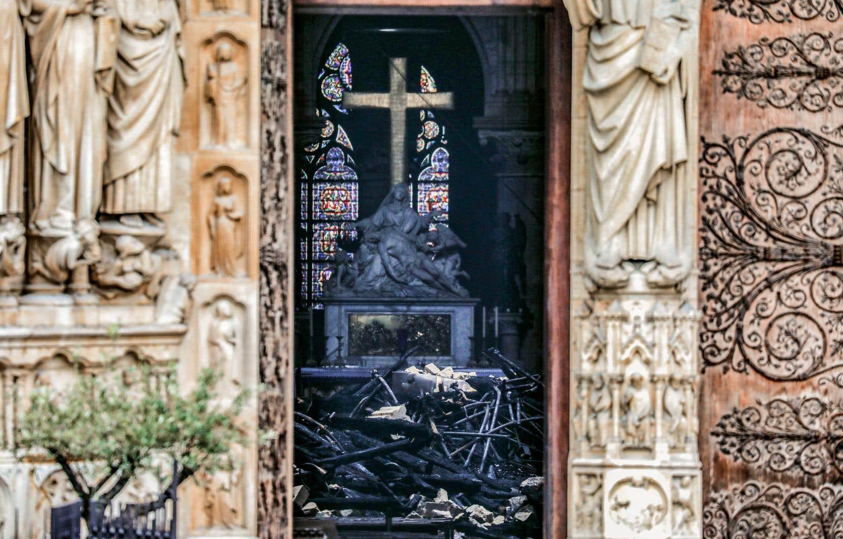 L'incendie qui a abîmé la cathédrale gothique inscrite au patrimoine mondial de l'humanité a donné lieu à une mobilisation impressionnante.