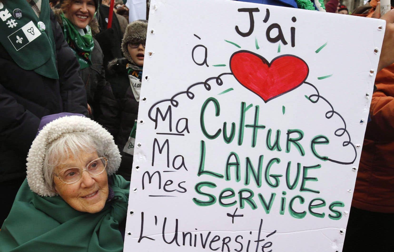 Photo prise lors d'une manifestation suivant l'annonce de la mise au rancart du projet d'université francophone.