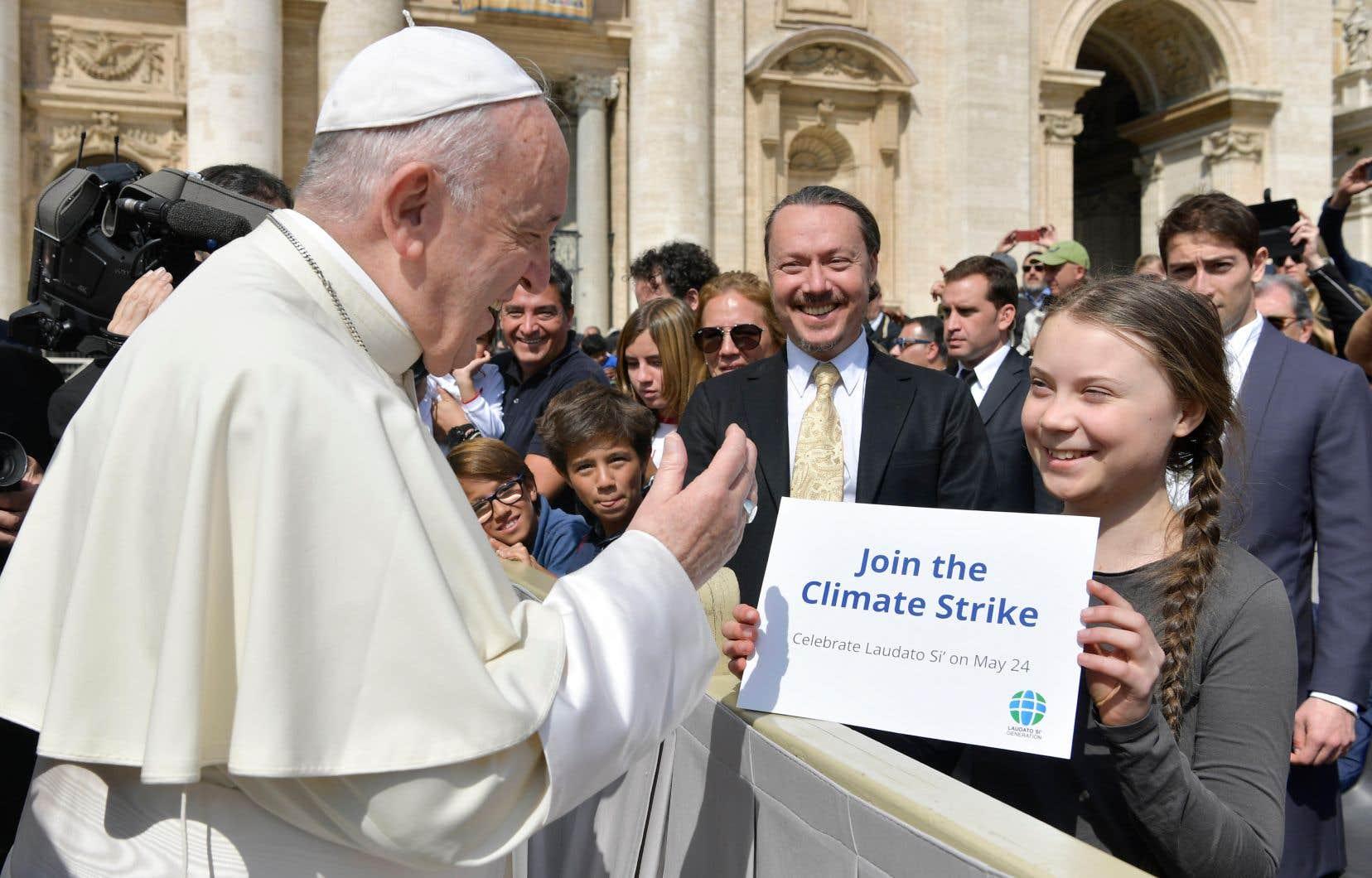 La jeune militante suédoise pour le climat Greta Thunberg et le pape François se sont brièvement rencontrés mercredi au Vatican.