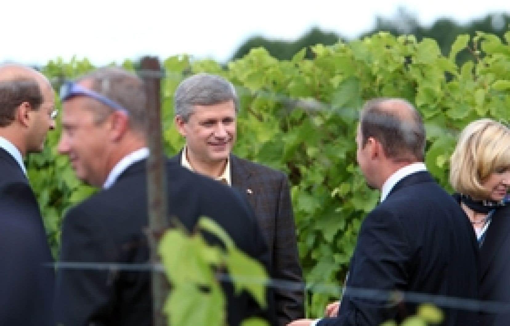 le devoir De passage dans un vignoble de Saint-Eustache avant-hier, le chef conservateur a facilement fait salle comble, et il n'y avait pas que des figurants de service ou des amateurs de vin au rendez-vous.