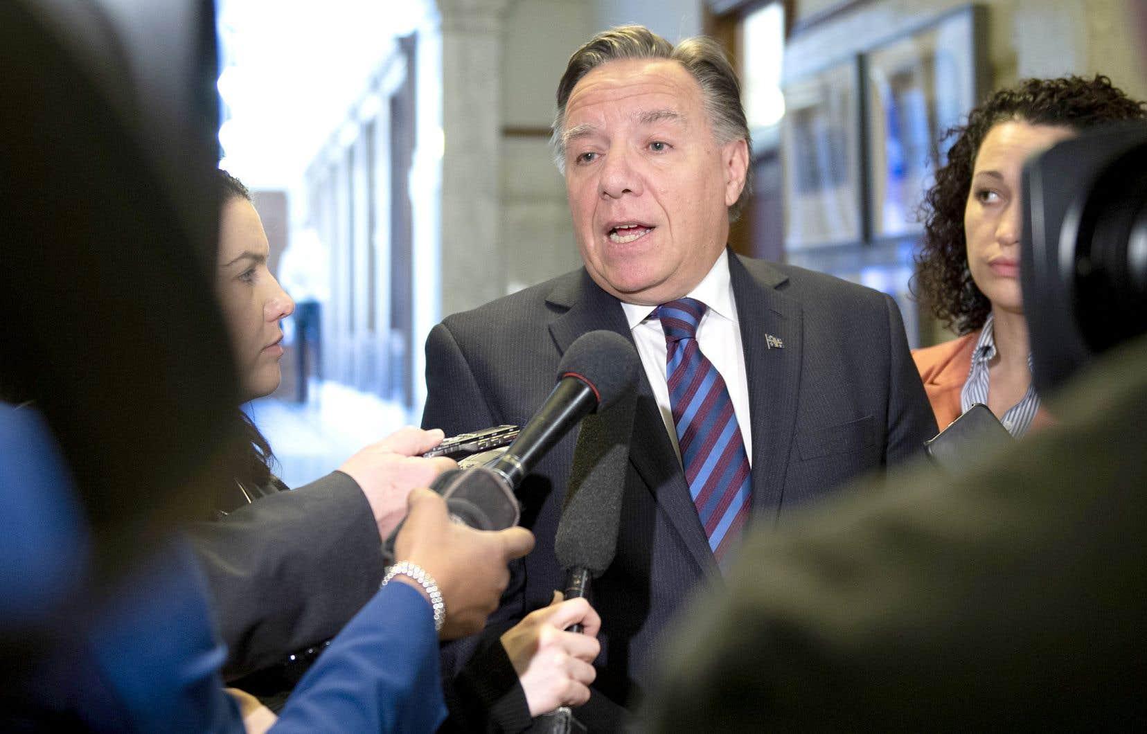 François Legault a réitéré mercredi soir sa volonté de tirer vers le bas les paiements de péréquation reçus par le Québec, même s'ils constituent le premier «avantage à rester dans le Canada».