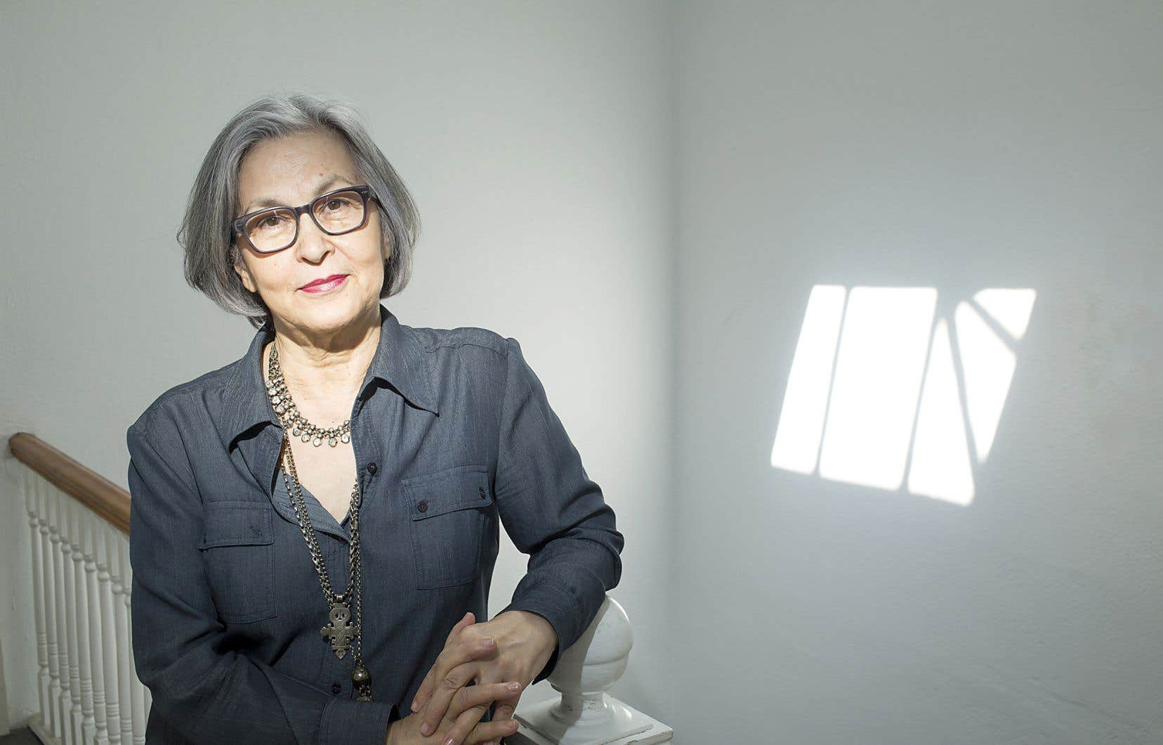 Abla Farhoud mène son protagoniste à parler de solitude et de fatigue.
