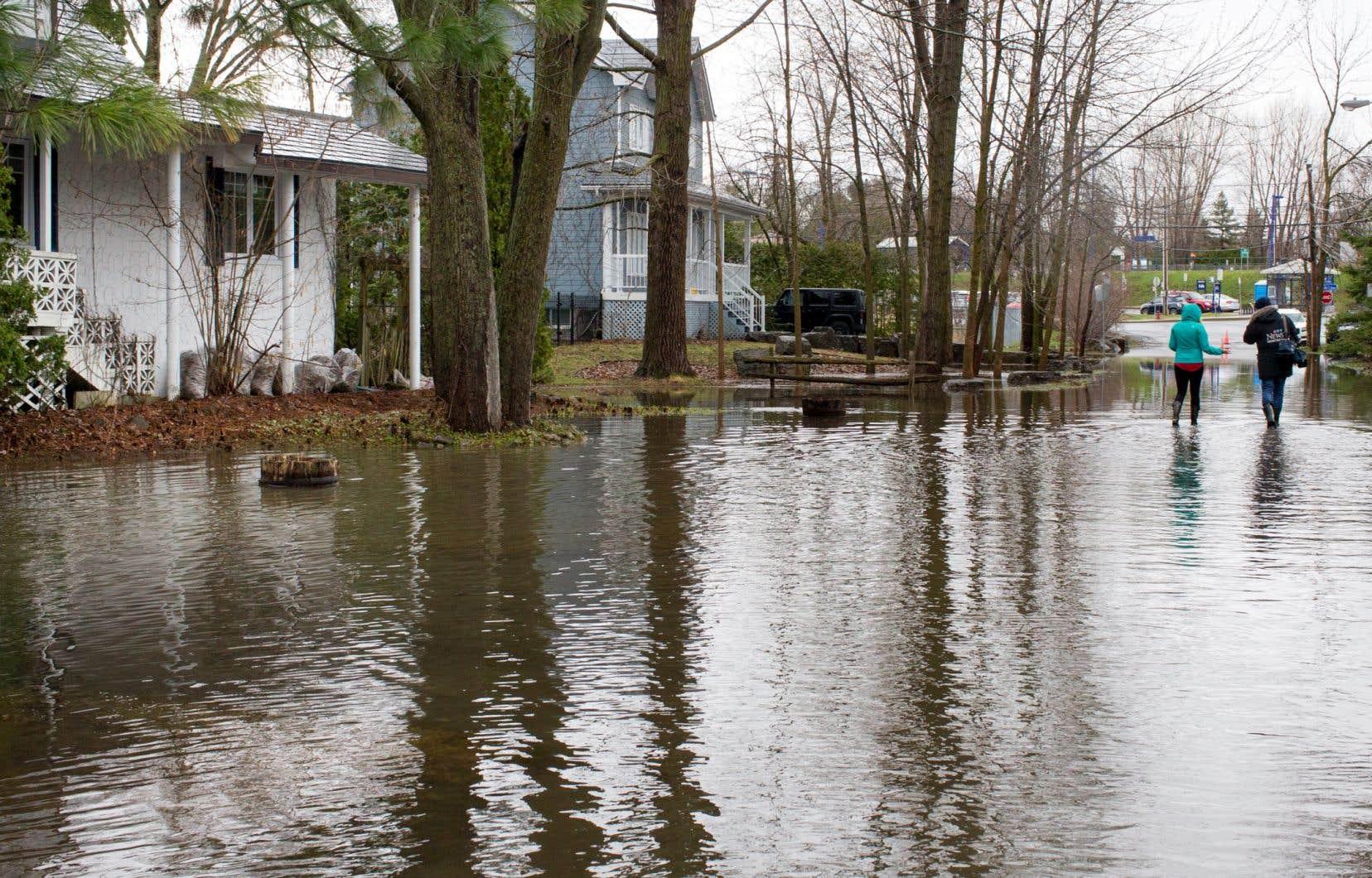 <p>Plus de 1500 adresses sont touchées à Laval, mais ce nombre pourrait croître avec la montée des eaux anticipée dans les rivières des MilleÎles et des Prairies.</p>