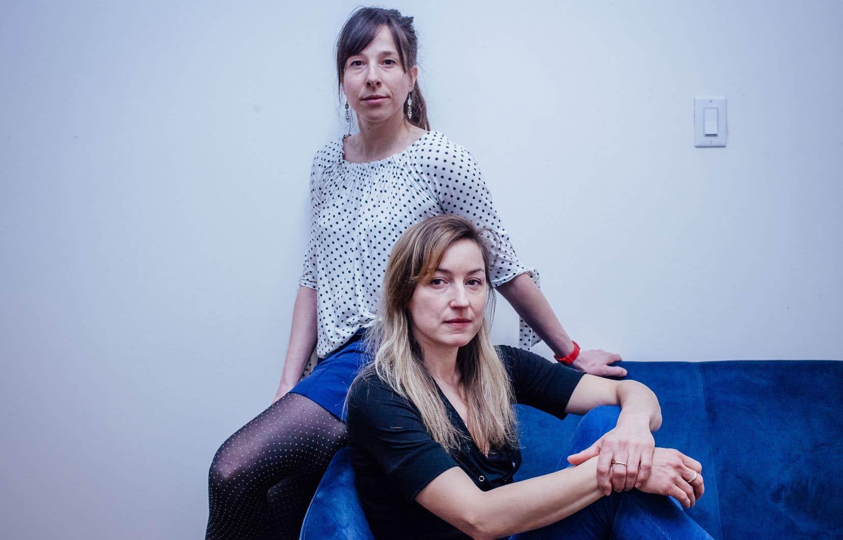 L'auteure Elsa Pepin et (derrière) la poète Anne-Marie Desmeules