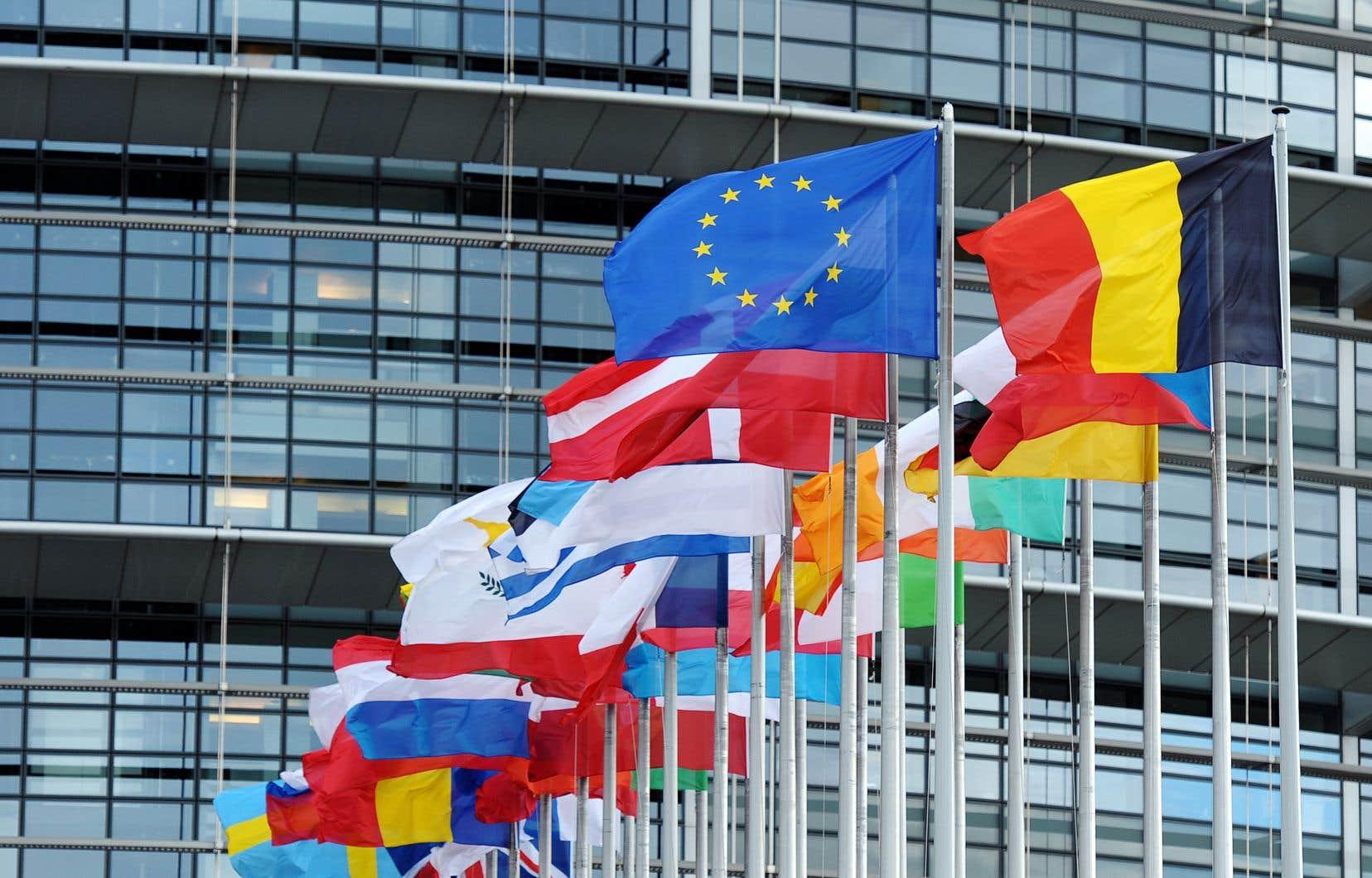 Globalement, les partis eurosceptiques totaliseraient 173 élus dans le prochain Parlement, dont 107 membres de formations de l'extrême droite (62) ou antieuropéenne (45).