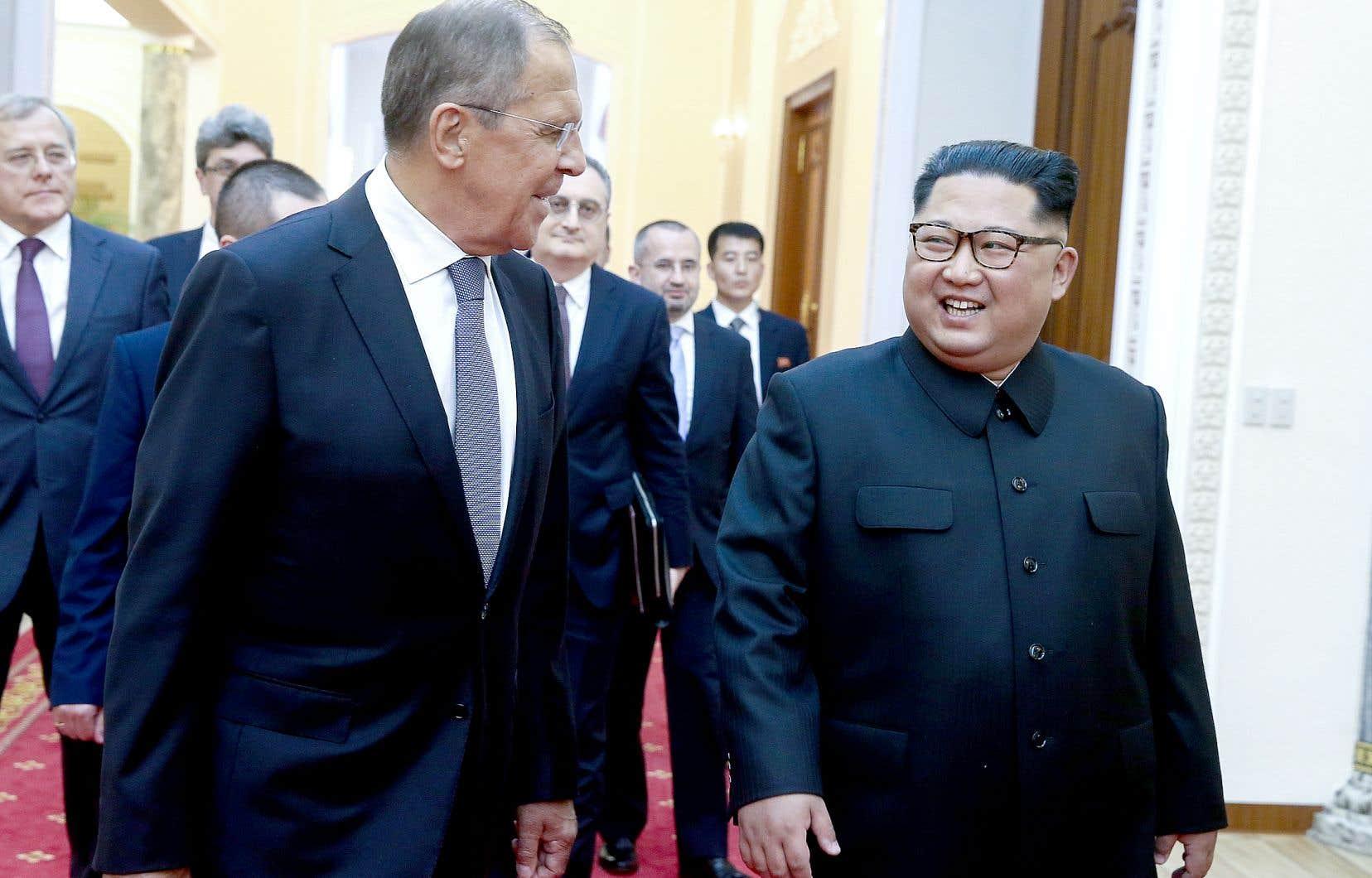 Le leader nord-coréen, Kim Jong-un (à droite), avait rencontré en mars 2018 le chef de la diplomatie russe, Sergueï Lavrov.