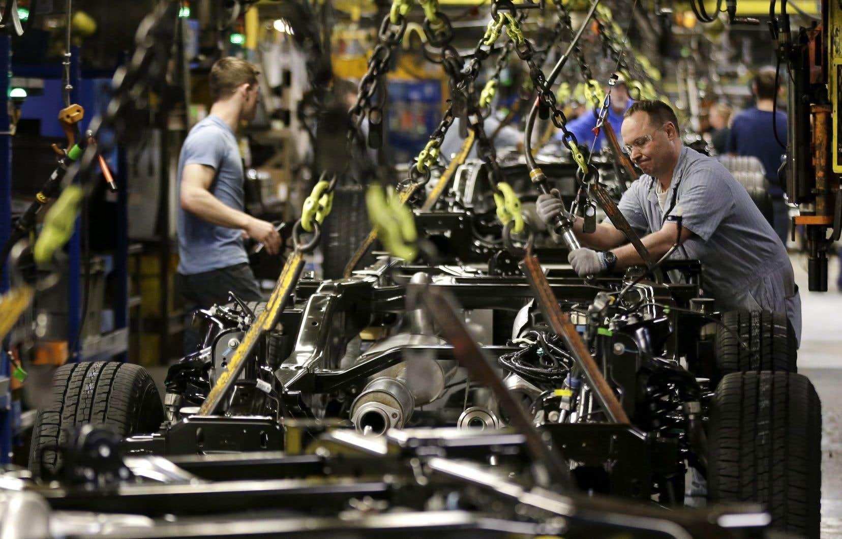 Washington évoque des investissements directs de 57 milliards dans l'automobile et les pièces, et une création de 76 000 emplois sur cinq ans.