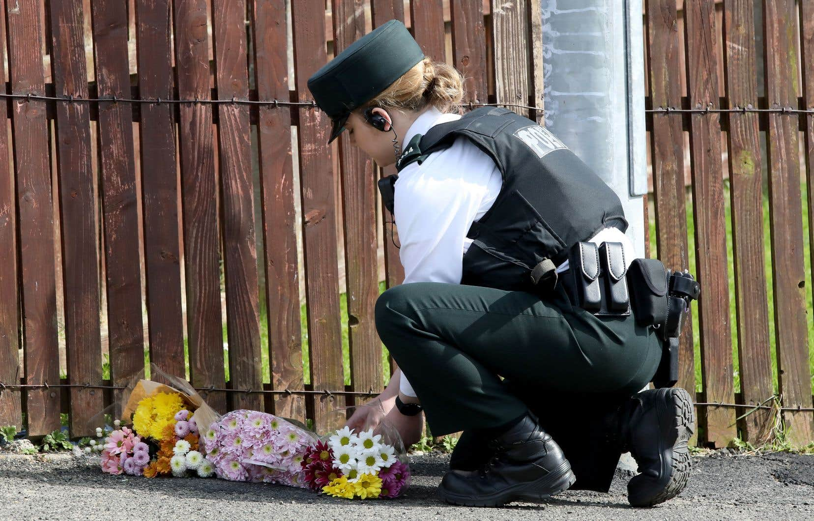 Un tireur a pris pour cible des policiers intervenus à la suite d'émeutes à Londonderry.