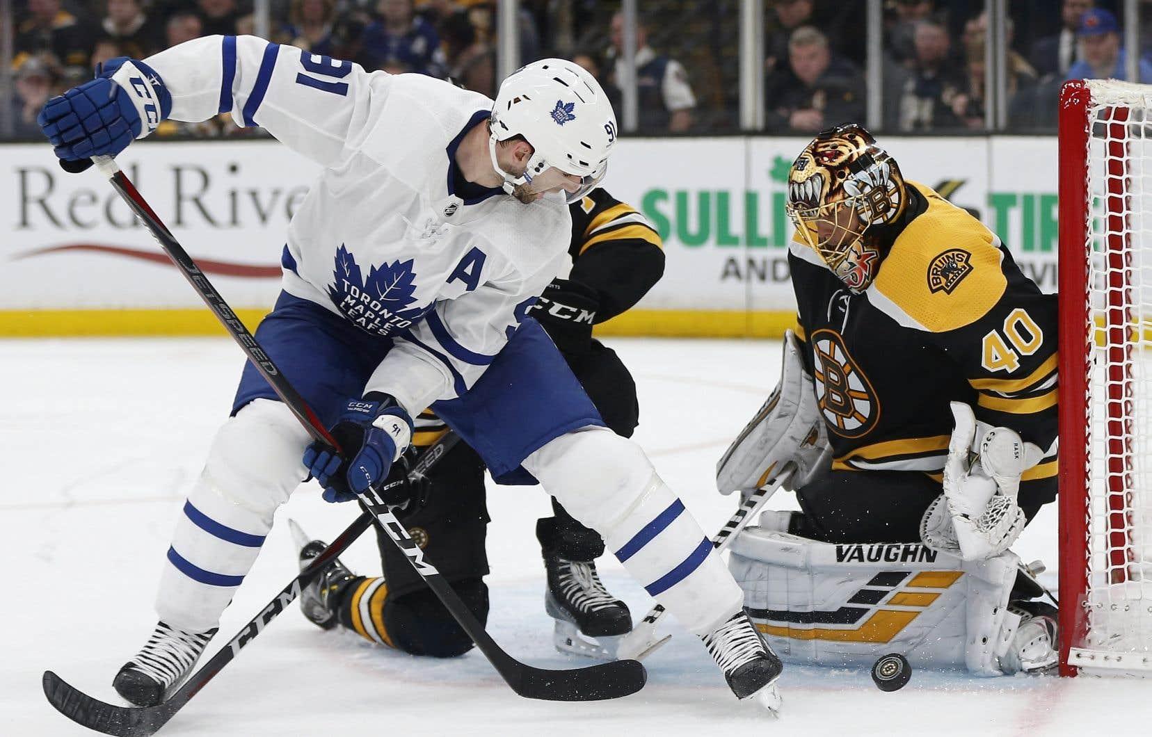 Les Maple Leafs de Toronto ont vaincu les Bruins de Boston 2-1.