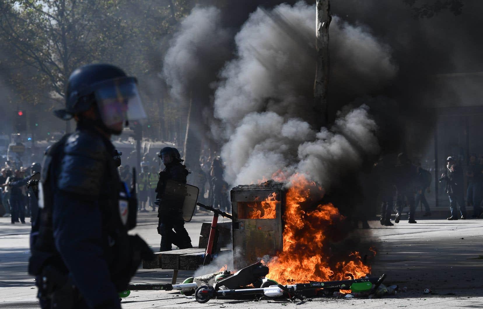 Selon le décompte des autorités à 14h, environ 9600 «gilets jaunes»manifestaient en France, dont 6700 à Paris, des chiffres en hausse par rapport à la semaine précédente.