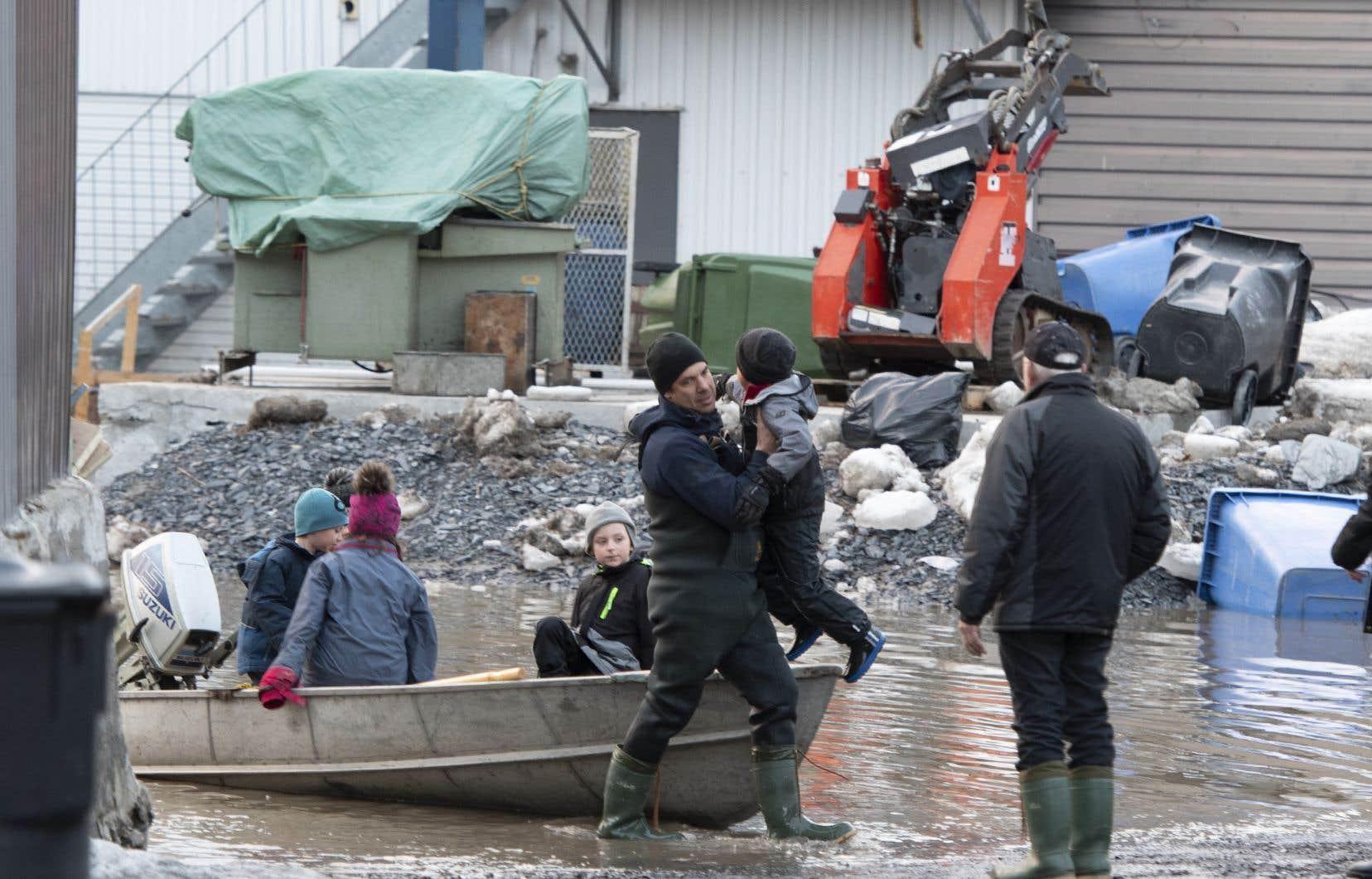 Dimanche matin, on comptait déjà 980 résidences inondées et 1264 personnes évacuées.