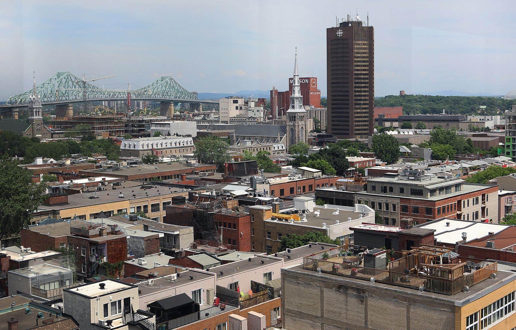 Le quartier Centre-Sud a été défiguré dans les années 1960 par la construction d'artères routières et de la Maison de Radio-Canada.