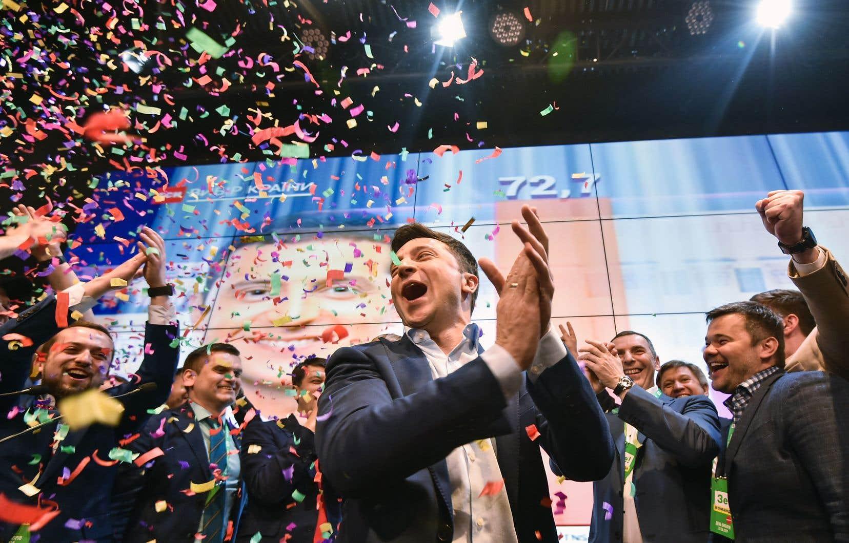 L'acteur et humoriste de 41ans Volodymyr Zelensky a été élu, selon les résultats quasi définitifs publiés lundi, avec 73,2% des voix contre 24,5% pour le président sortant, Petro Porochenko.