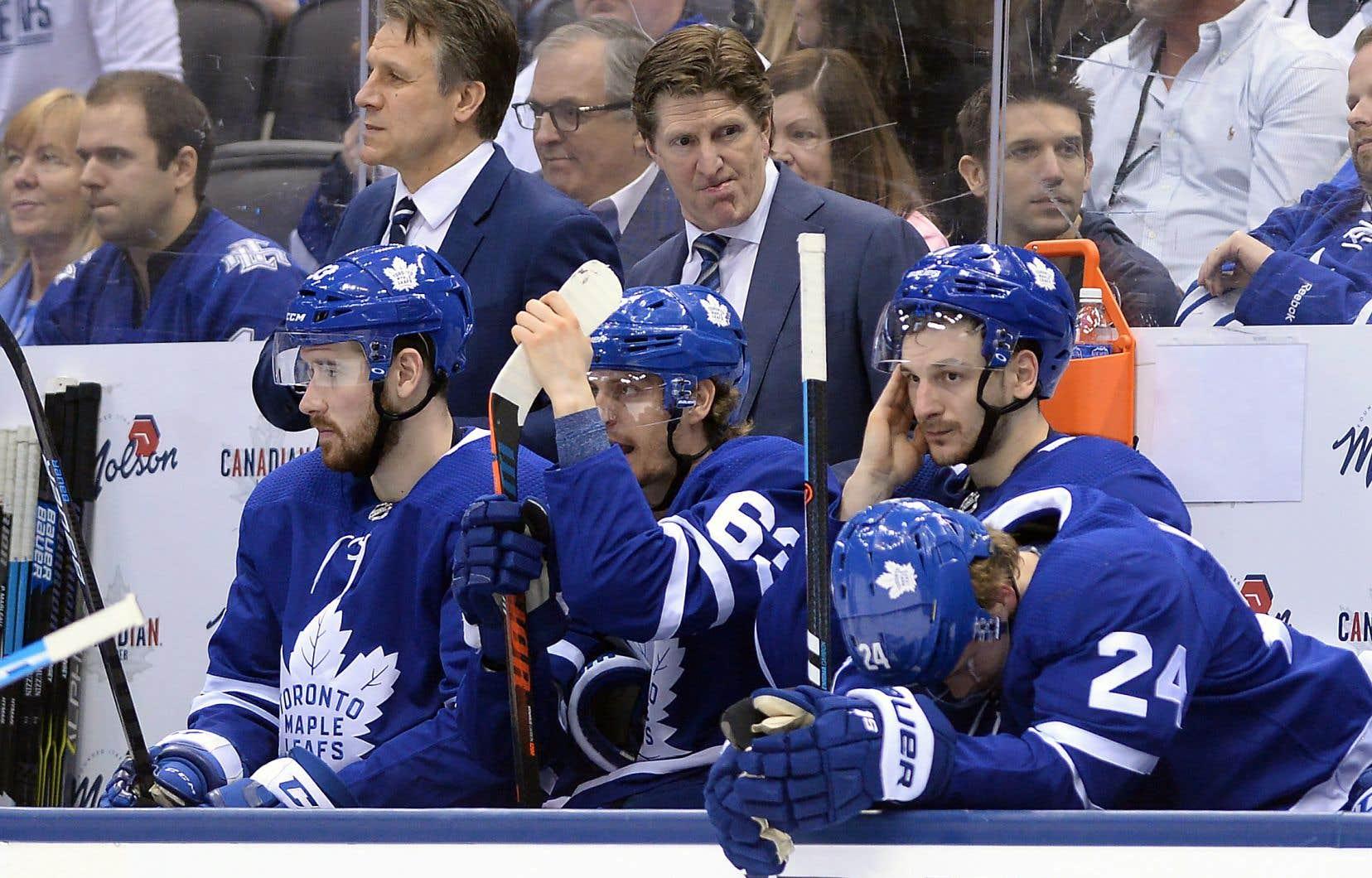En avance 3-2 dans la série de premier tour cette année, les Leafs avaient l'occasion d'achever les Bruins lors du sixième match à domicile, dimanche. Toutefois, les Bruins ont répliqué et ont tenu leur adversaire à distance assez longtemps pour provoquer un autre match ultime.