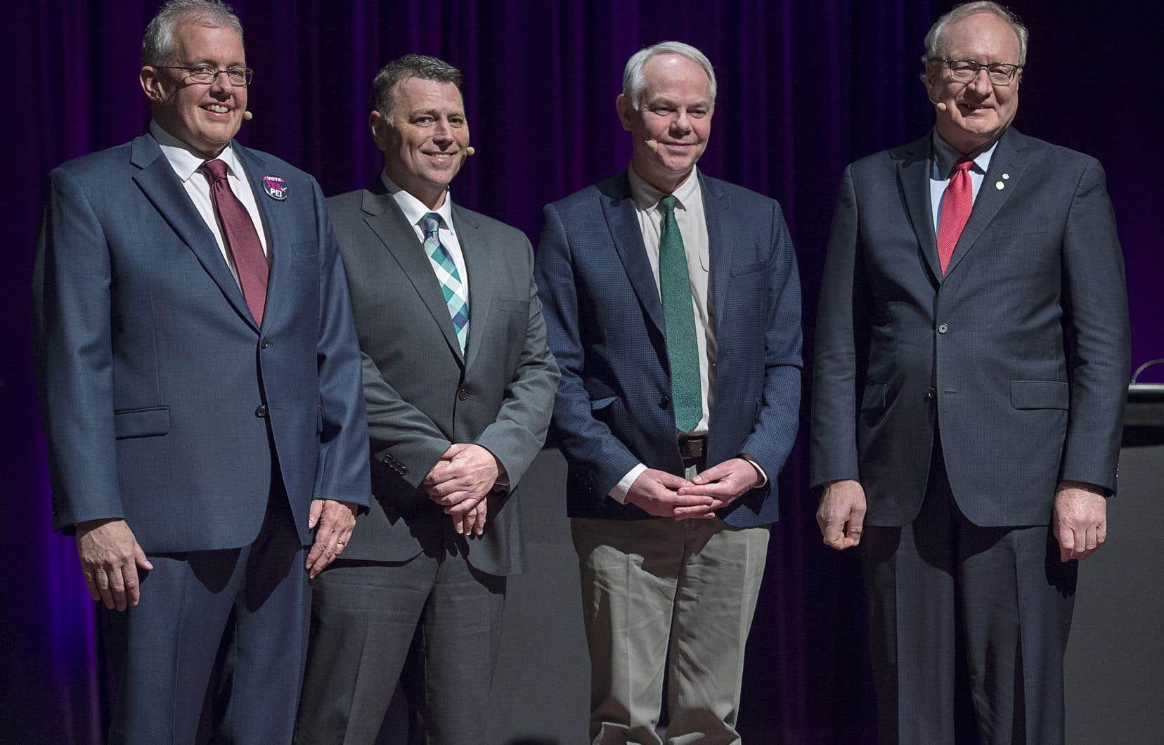 De gauche à droite: le chef du NPD Joe Byrne, le chef progressiste-conservateur Dennis King, le chef vert Peter Bevan-Baker et le chef libéral Wade MacLauchlan.