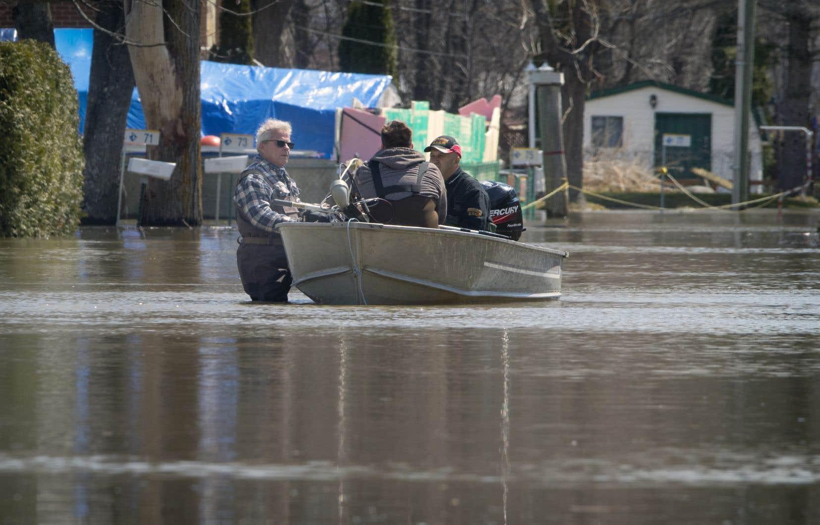 Les experts de la sécurité publique affirment depuis quelques jours déjà que la pointe est attendue ce mardi ou mercredi, après quoi les niveaux d'eau devraient cesser d'augmenter et commencer à redescendre.