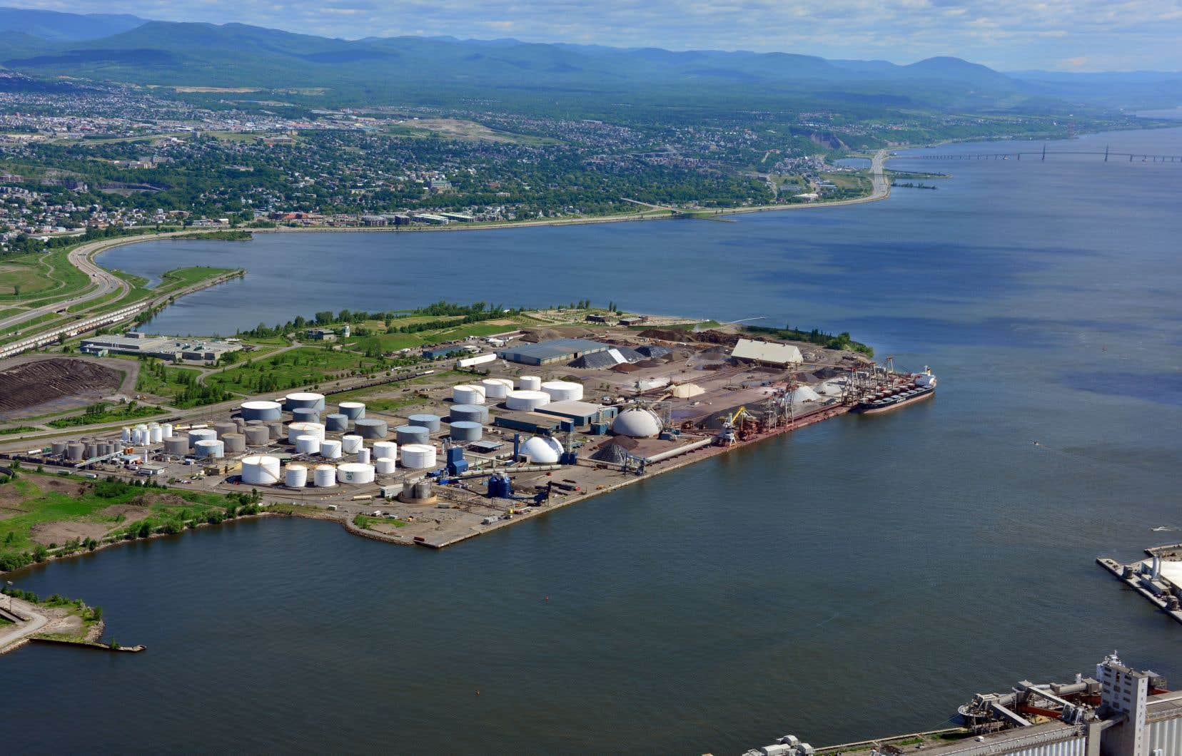 «À l'ère des grands porte-conteneurs, le havre naturel en eau profonde de Québec et son positionnement stratégique entre l'Europe et le Midwest américain deviennent des atouts sur lesquels le Québec doit miser», croient les auteurs.