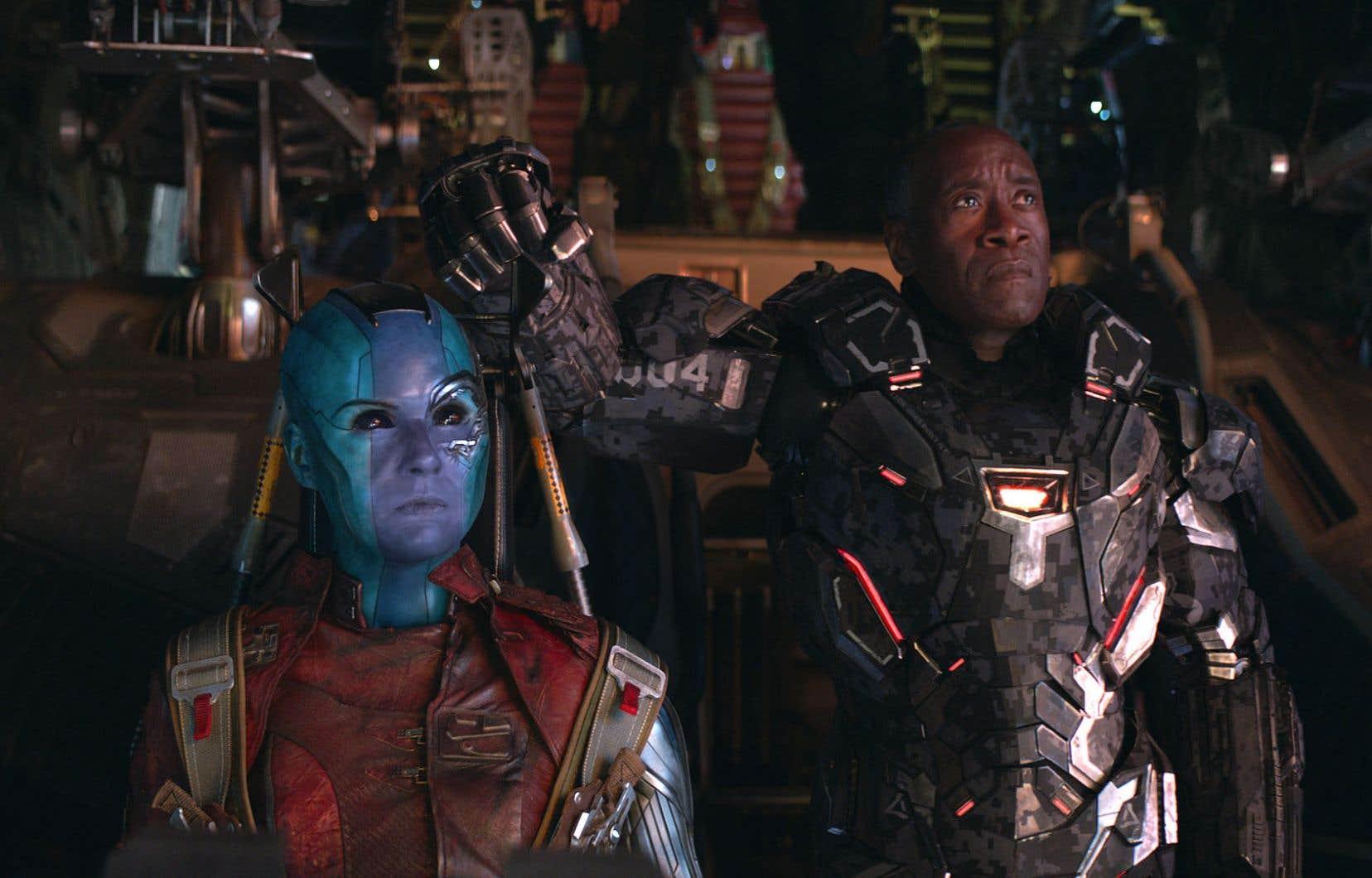 Dans ce film, Nebula (Karen Gillan), ici avec avec War Machine (Don Cheadle), se voit octroyer davantage de temps d'écran, ce qui s'avère une excellente chose.