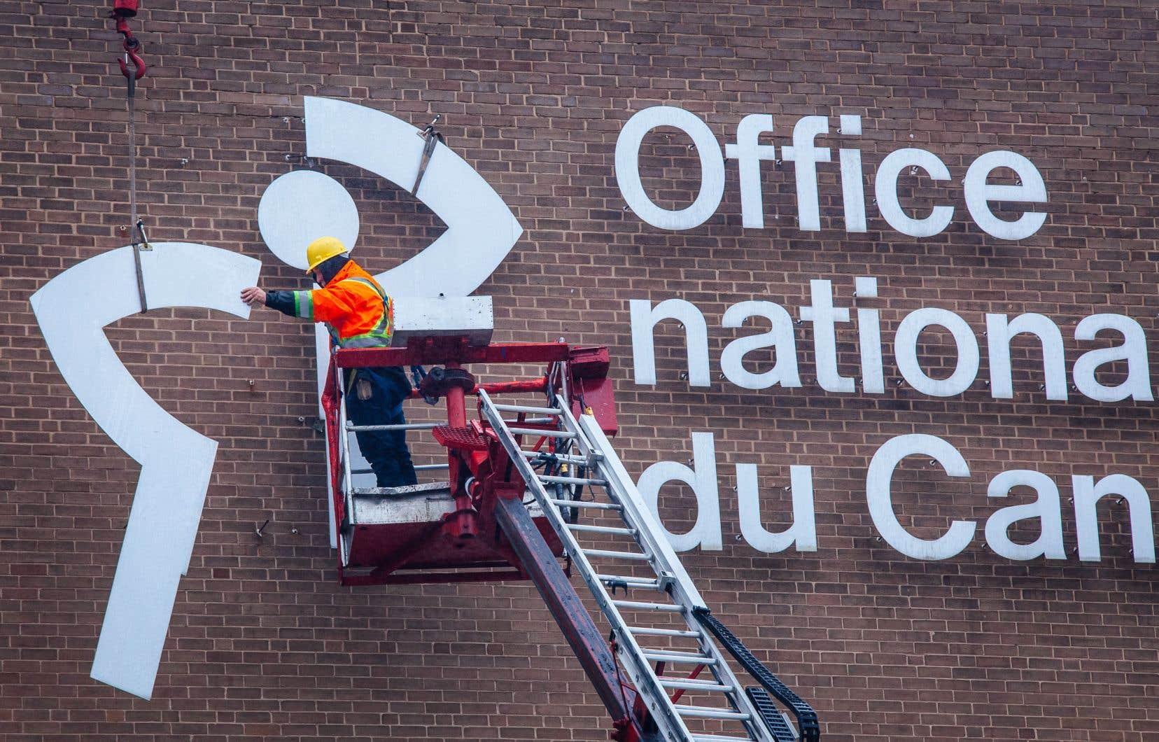L'historique logo de l'ONF était cloué depuis 50 ans sur la façade d'un des bâtiments du chemin de la Côte-de-Liesse.