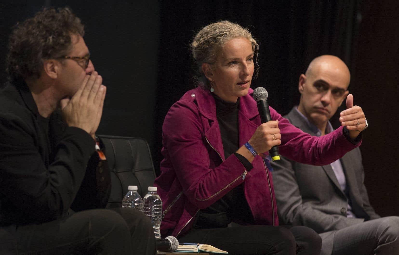 L'écologiste Sidney Ribaux (à droite), lors du Monde Festival Montréal 2018, aux côtés du professeur François Delorme, expert du GIEC, et de Delphine Batho, ancienne ministre française de l'Écologie