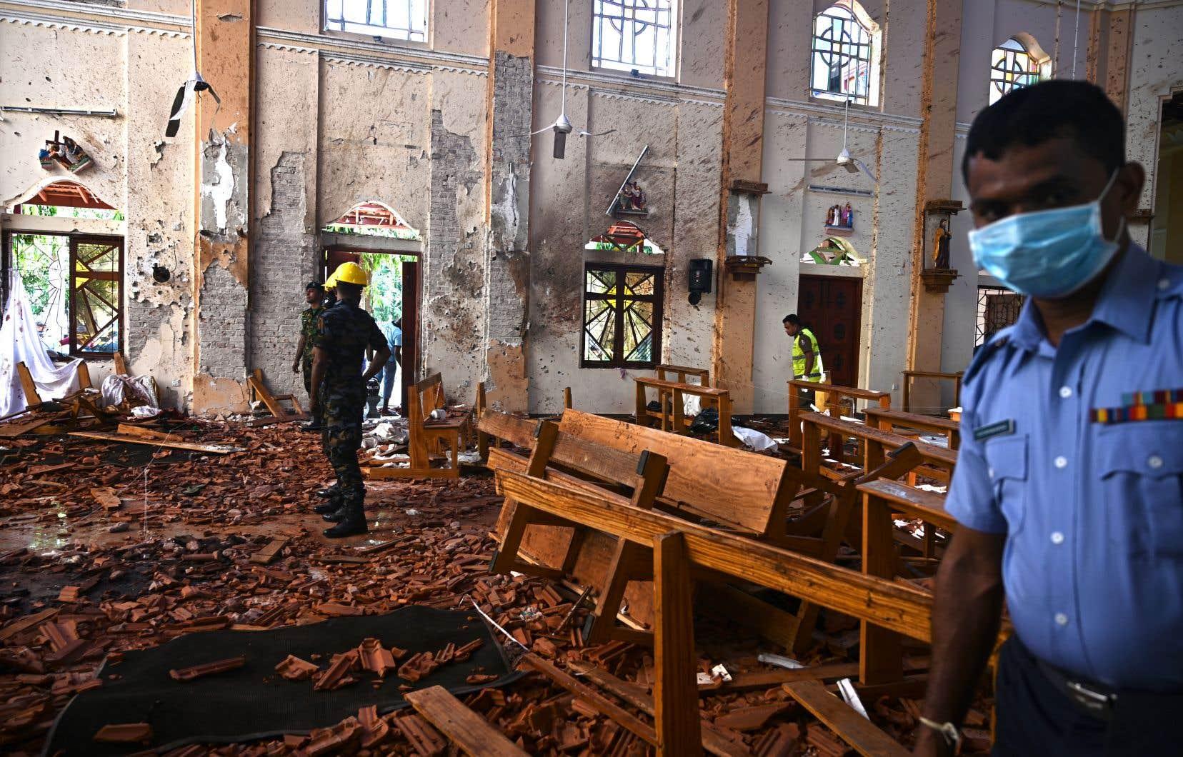 <p>Le jour de Pâques, des kamikazes ont frappétrois hôtels de luxe de Colombo et trois églises chrétiennes bondées, en pleine messe.</p>