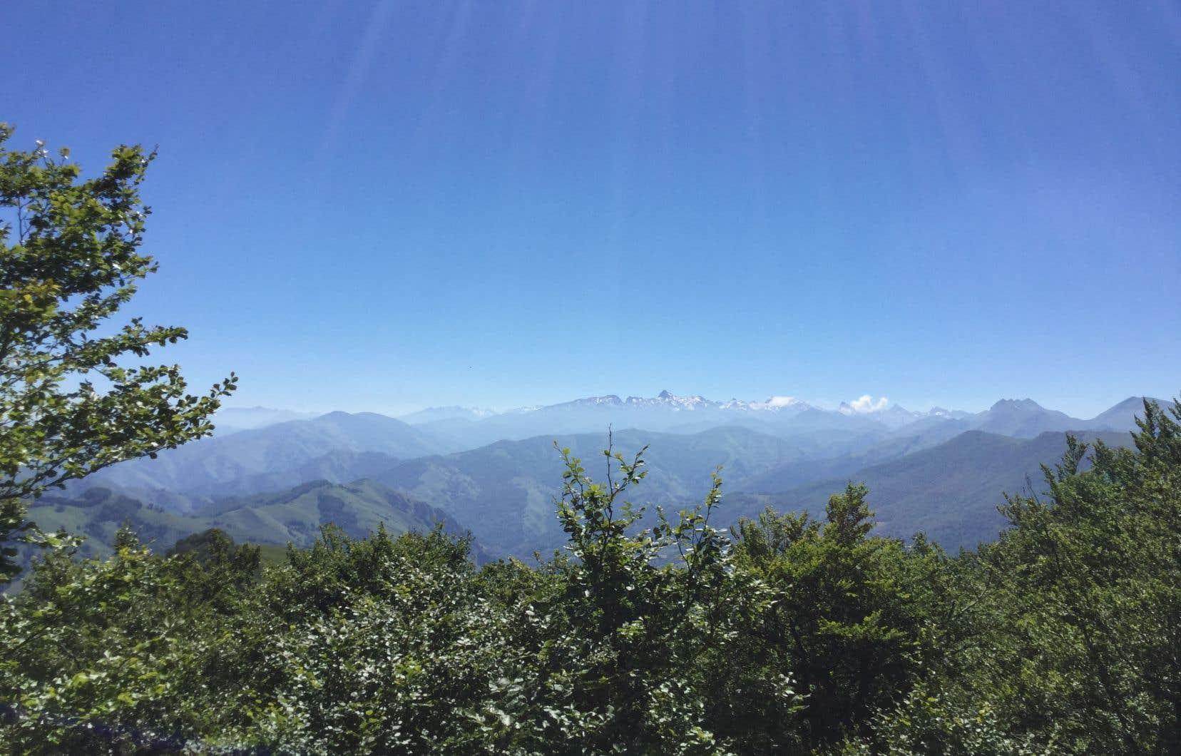 Les hautes Pyrénées et leurs neiges éternelles.