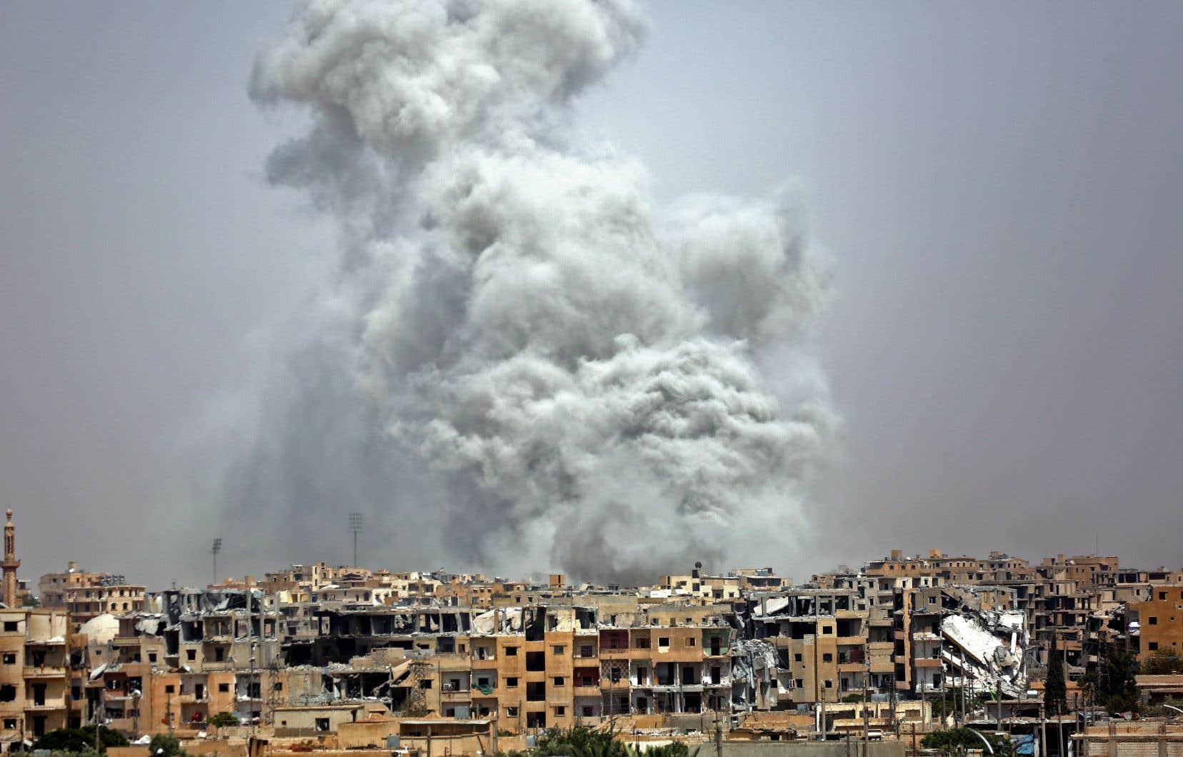 Ancienne capitale du califat autoproclamé en 2014 par le groupe EI, Raqqa a été détruite à près de 80% lors de cette offensive de quatre mois sous la gouverne des États-Unis qui visait à déloger les combattants extrémistes.