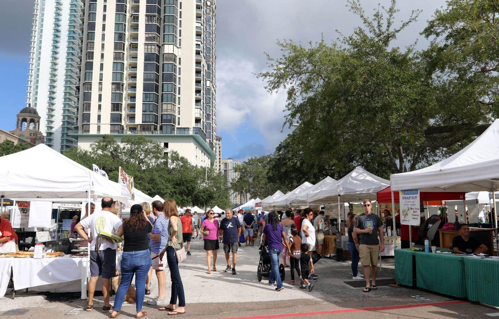Le plus grand marché fermier à ciel ouvert de la Floride, le Saturday Market de St. Petersburg.