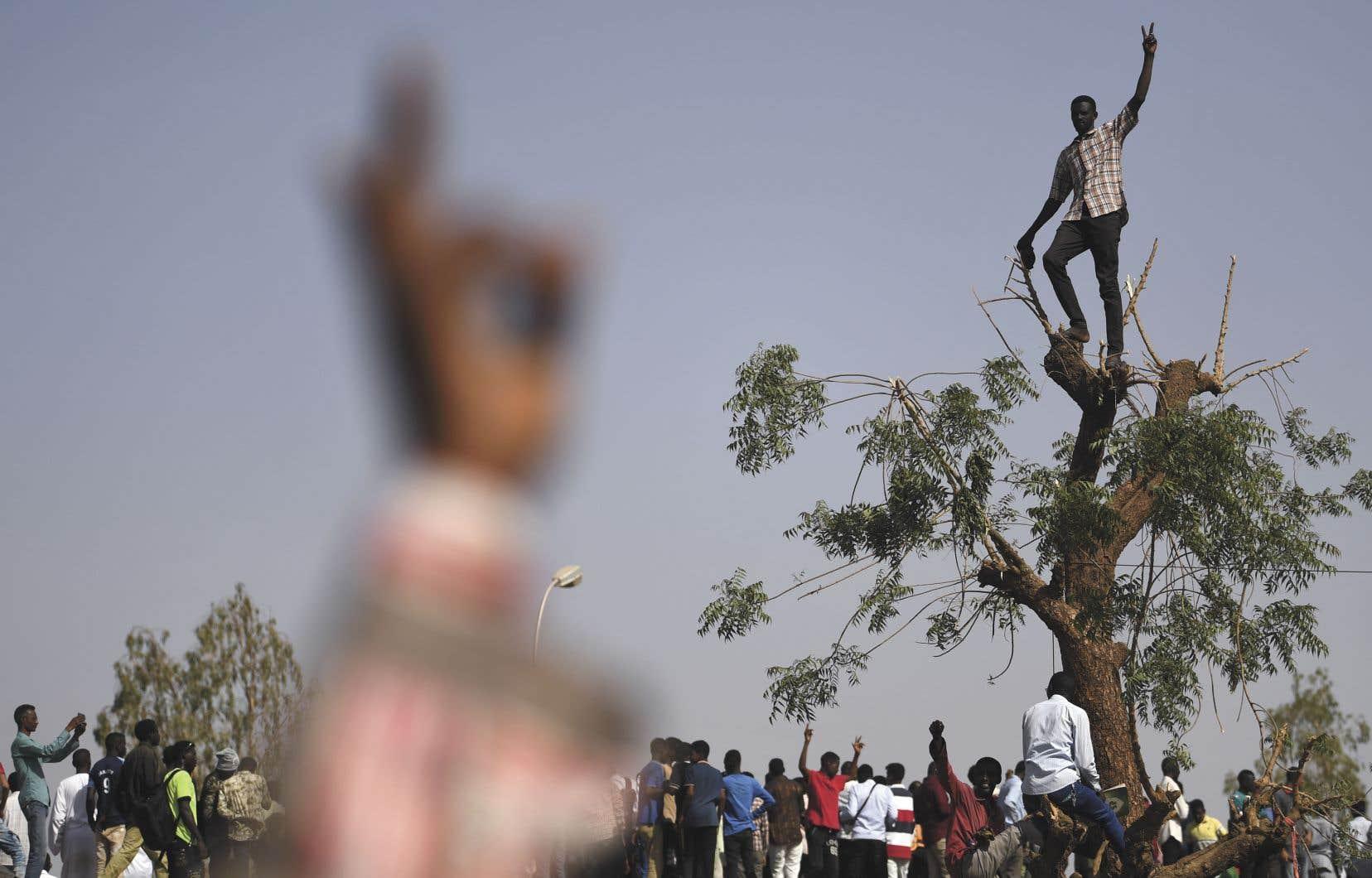 Les manifestants réclament la condamnation des responsables du président Béchir durant ses quelque 30ans au pouvoir.