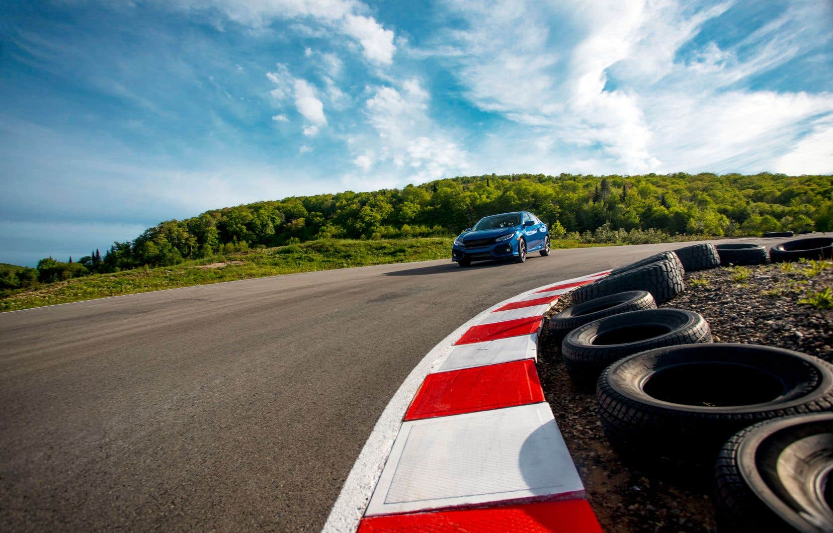 En plus de répondre aux questions du public, «RPM» diffuse des reportages sur le monde de l'automobile et des essais routiers.