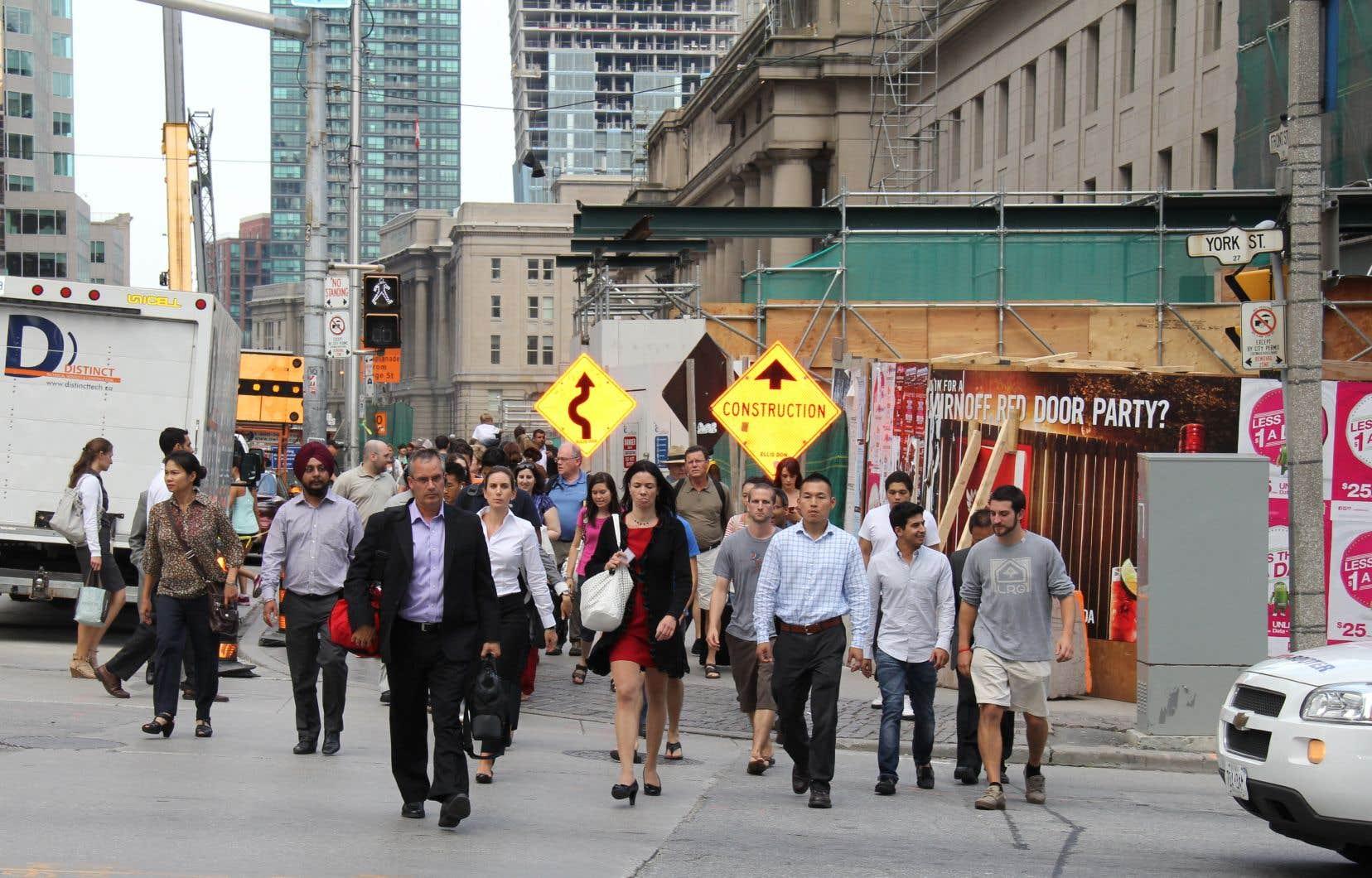 Les experts disent que le Canada aura besoin d'un afflux constant de travailleurs pour pourvoir des postes et financer des programmes sociaux.