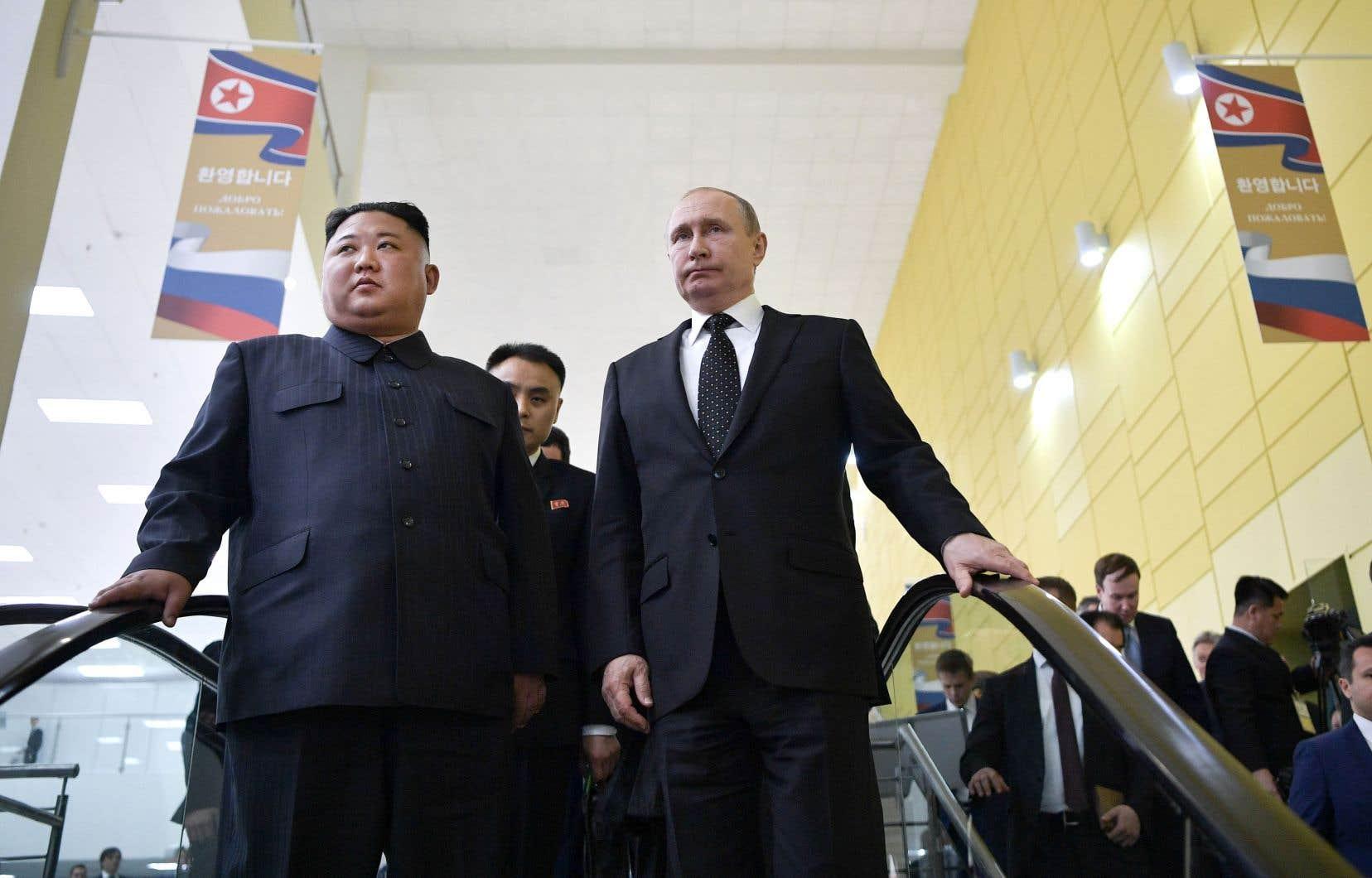 Dans son bras de fer avec les États-Unis, Kim Jong-un veut s'assurer l'appui continu de Vladimir Poutine, qui a appelé publiquement à la levée des sanctions contre la Corée du Nord.